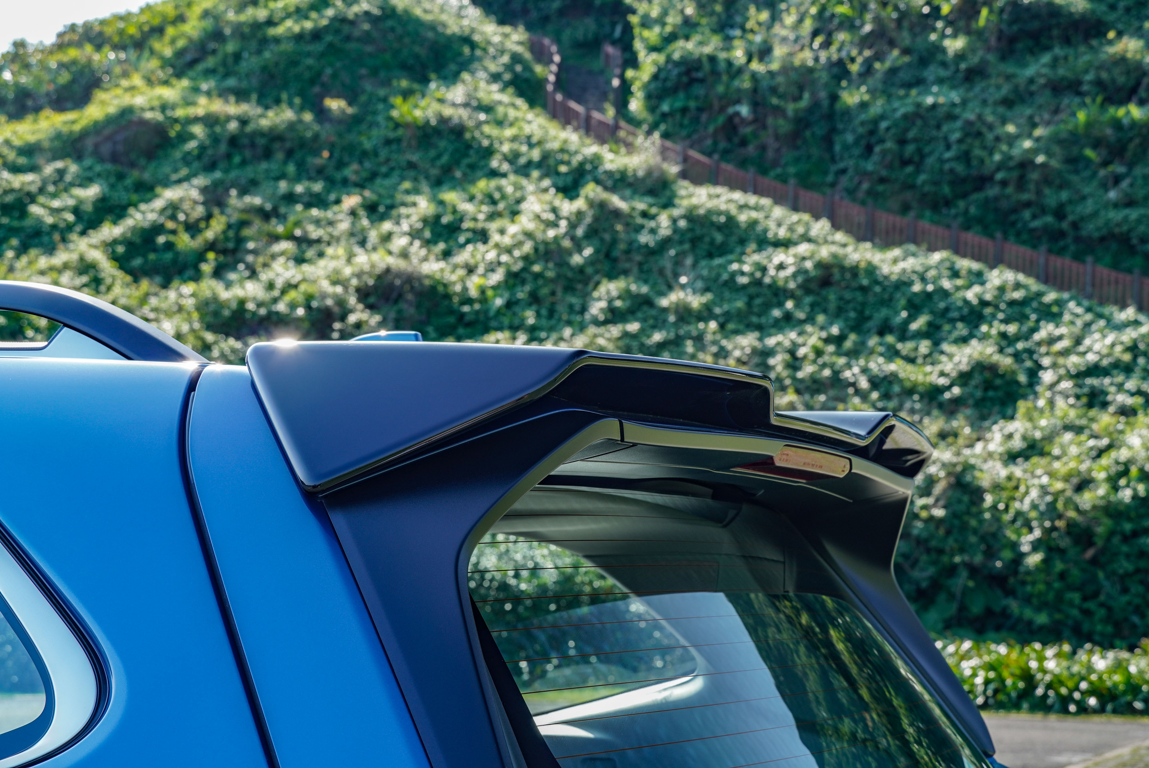 車頂擾流板也是 GT Edition 專屬。