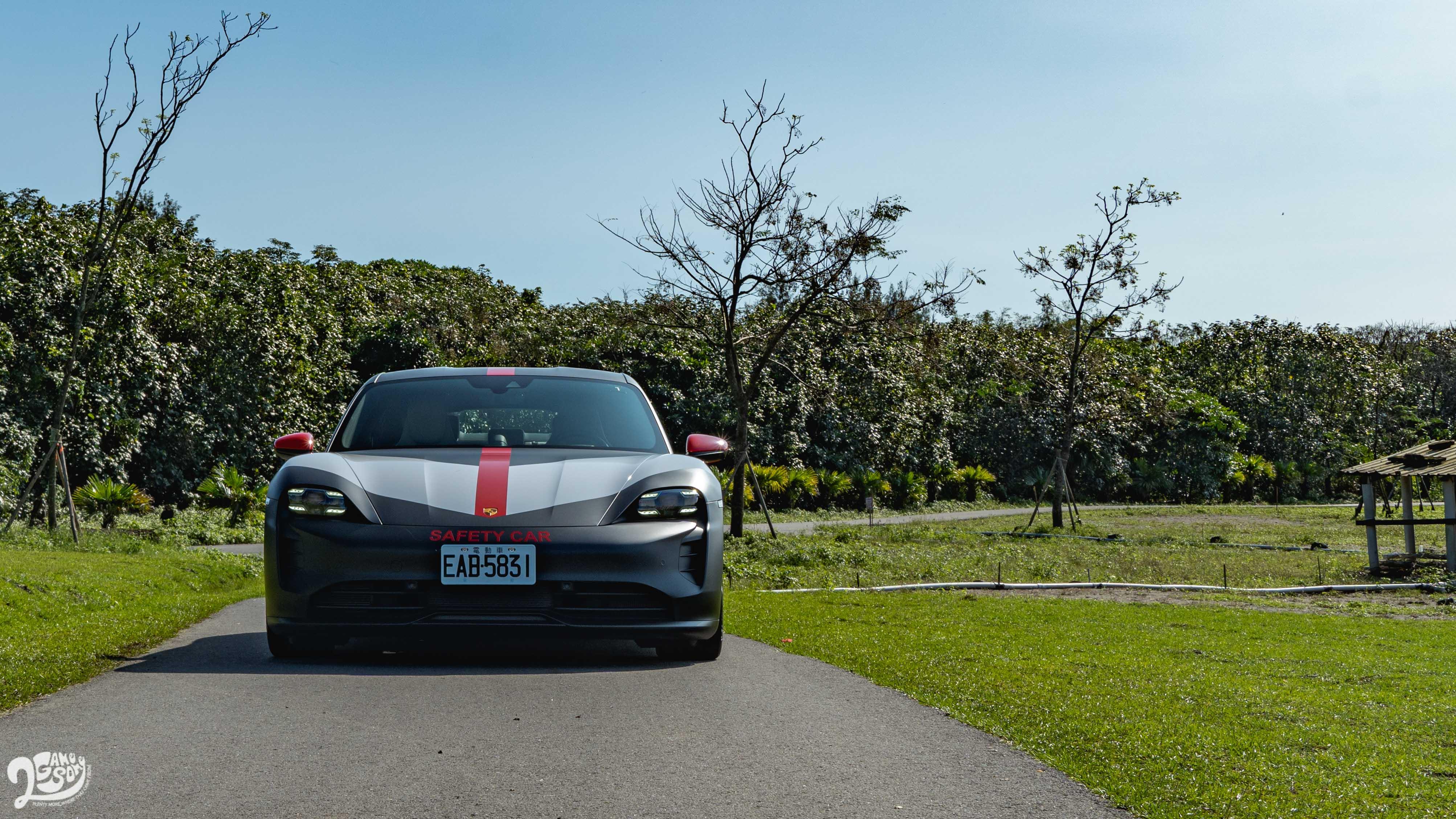 Porsche Taycan 4S 起價 473 萬元。另有 660 萬起的 Taycan Turbo 以及 800 萬起的 Turbo S。