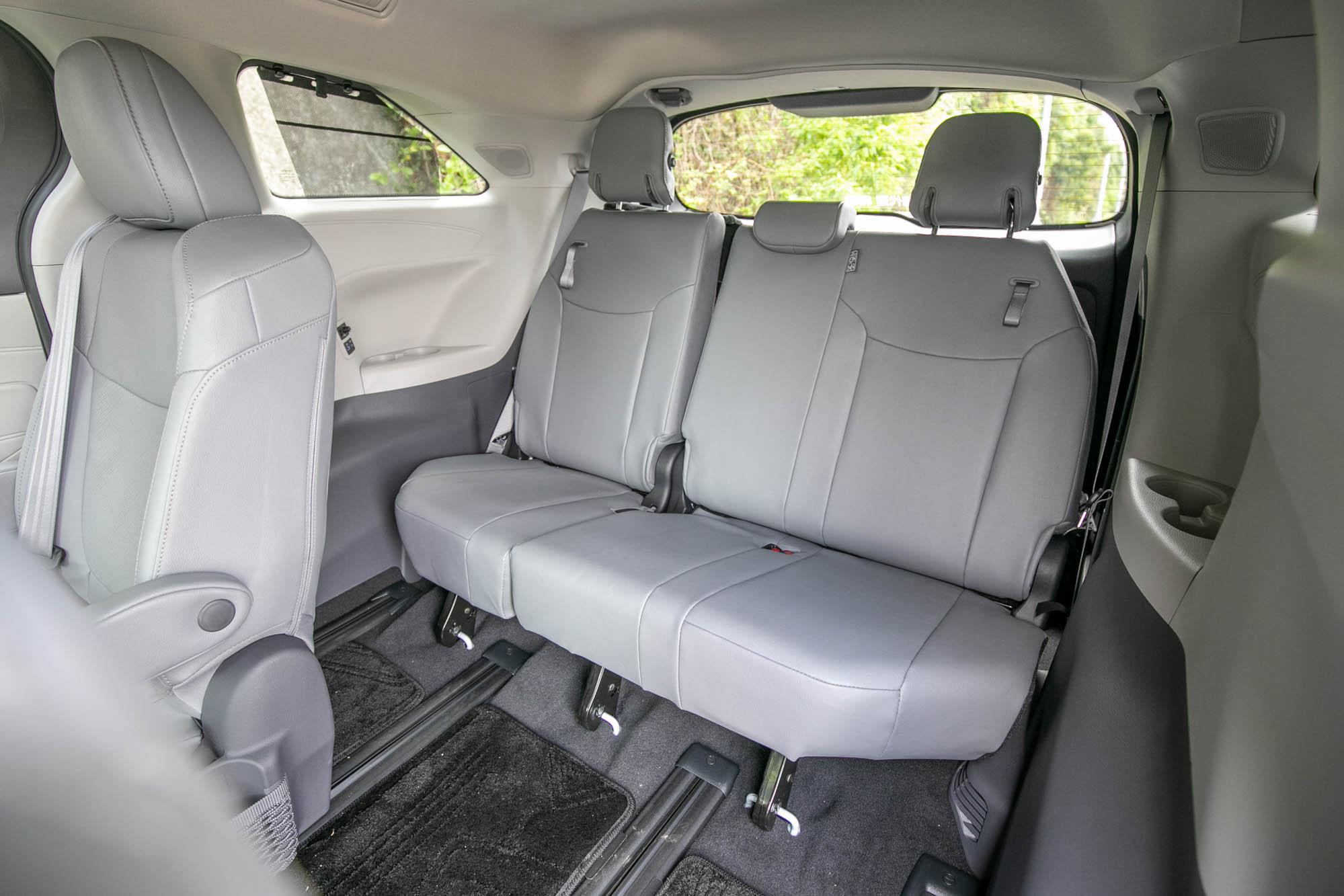 第三排也提供三位成人乘坐的空間。