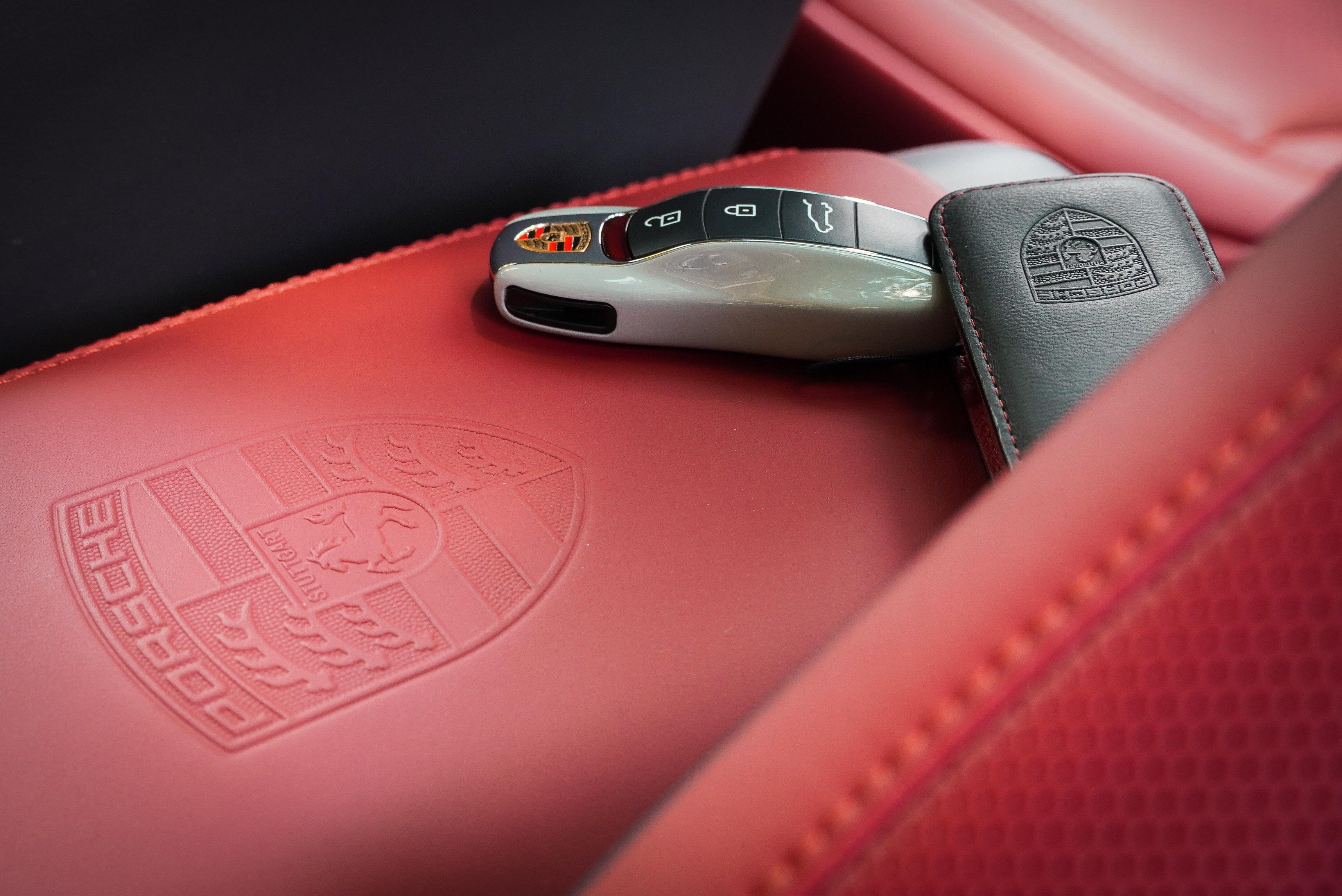 與車身同色烤漆鑰匙與真皮鑰匙包為選配項目。