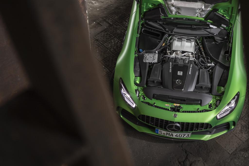 GT、GT R 搭載 AMG「One man, one engine」M178 V8 雙渦輪引擎。