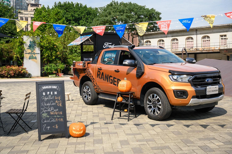 Ford 看準微型創業家對於創業工具需求,搬出 Ford Ranger Wildtrak 皮卡,將木質調酒吧與餐檯搬上後車斗。
