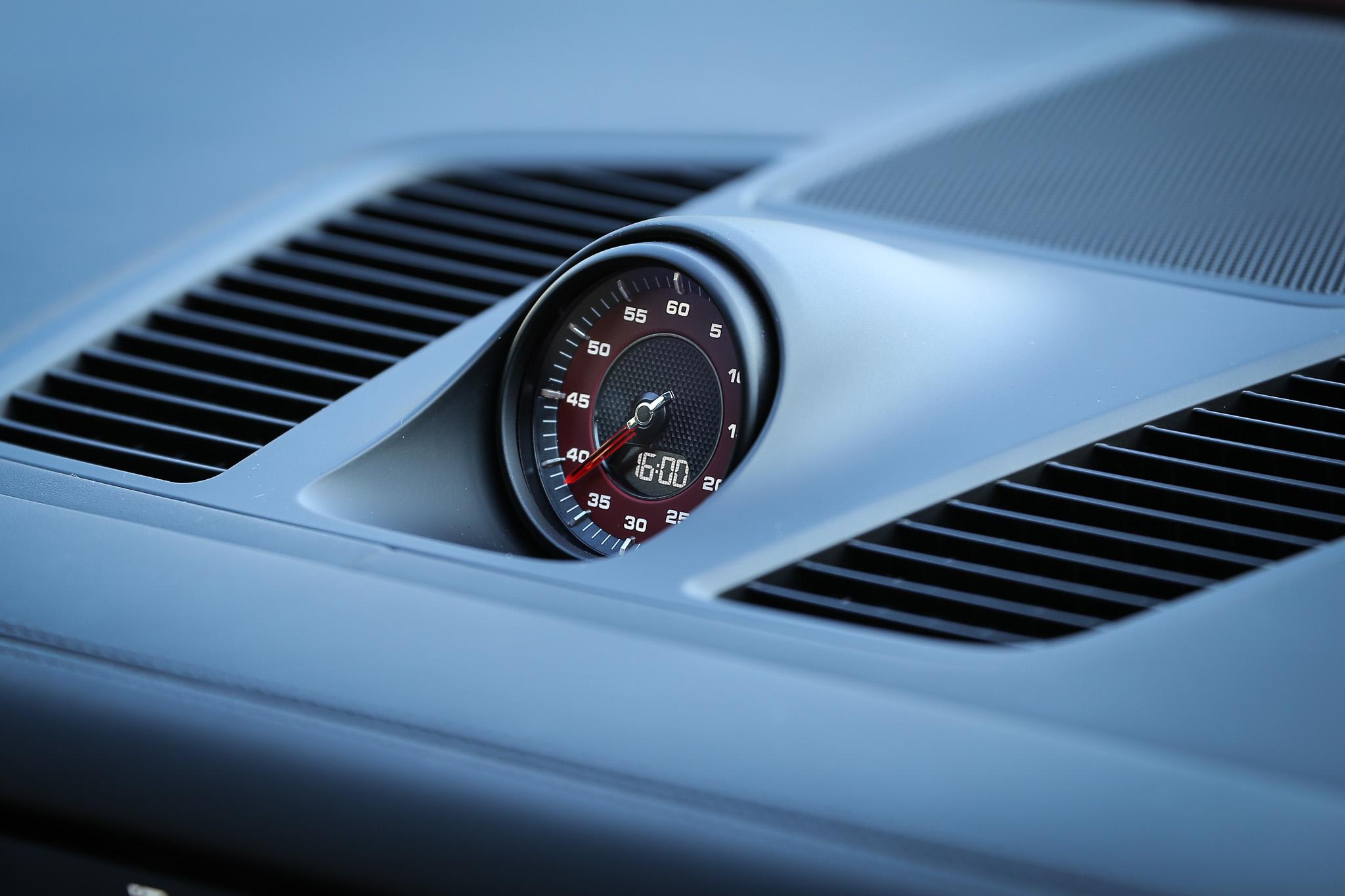 跑車計時套件為標配。