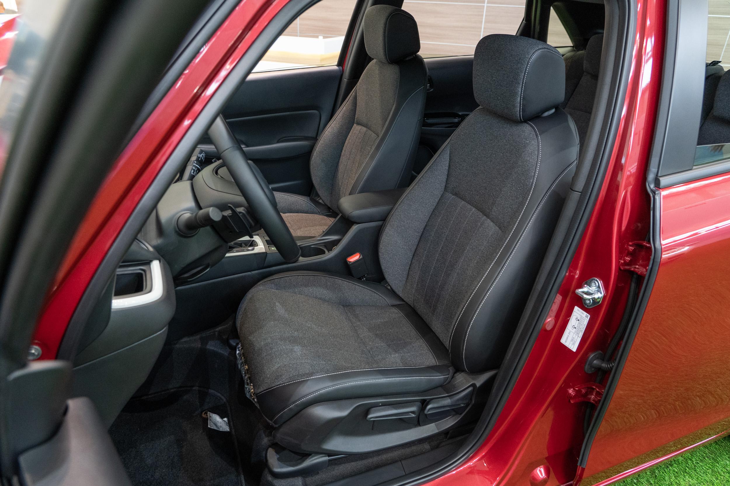 前座椅導入G-frame體坦舒壓座椅,可有效穩定骨架、減少乘坐壓力。