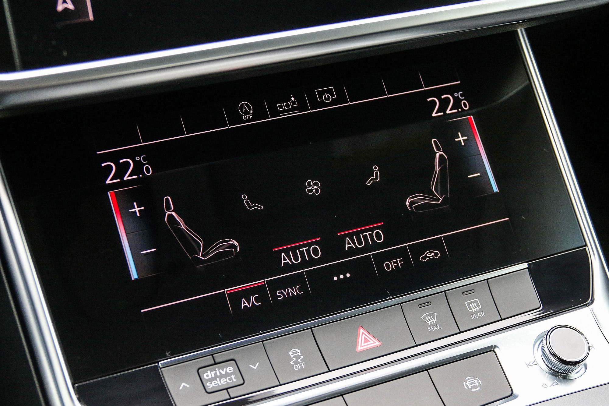 下方的 8.6 吋螢幕主要作為操控空調系統之用。