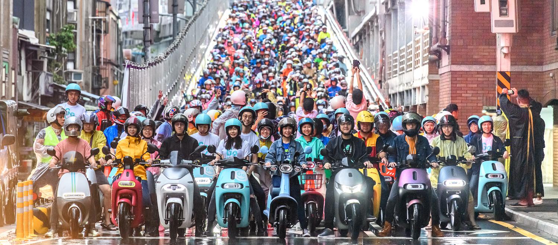 破金氏世界紀錄,電動機車 3 品牌快閃台北橋超過 1,572 台