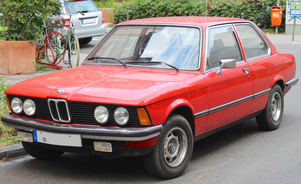 1975 年 BMW E21 3 Series。