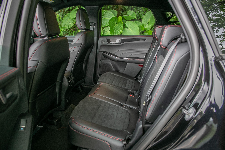 後座椅設計與前座相同,空間表現相較於對手則較居下風。