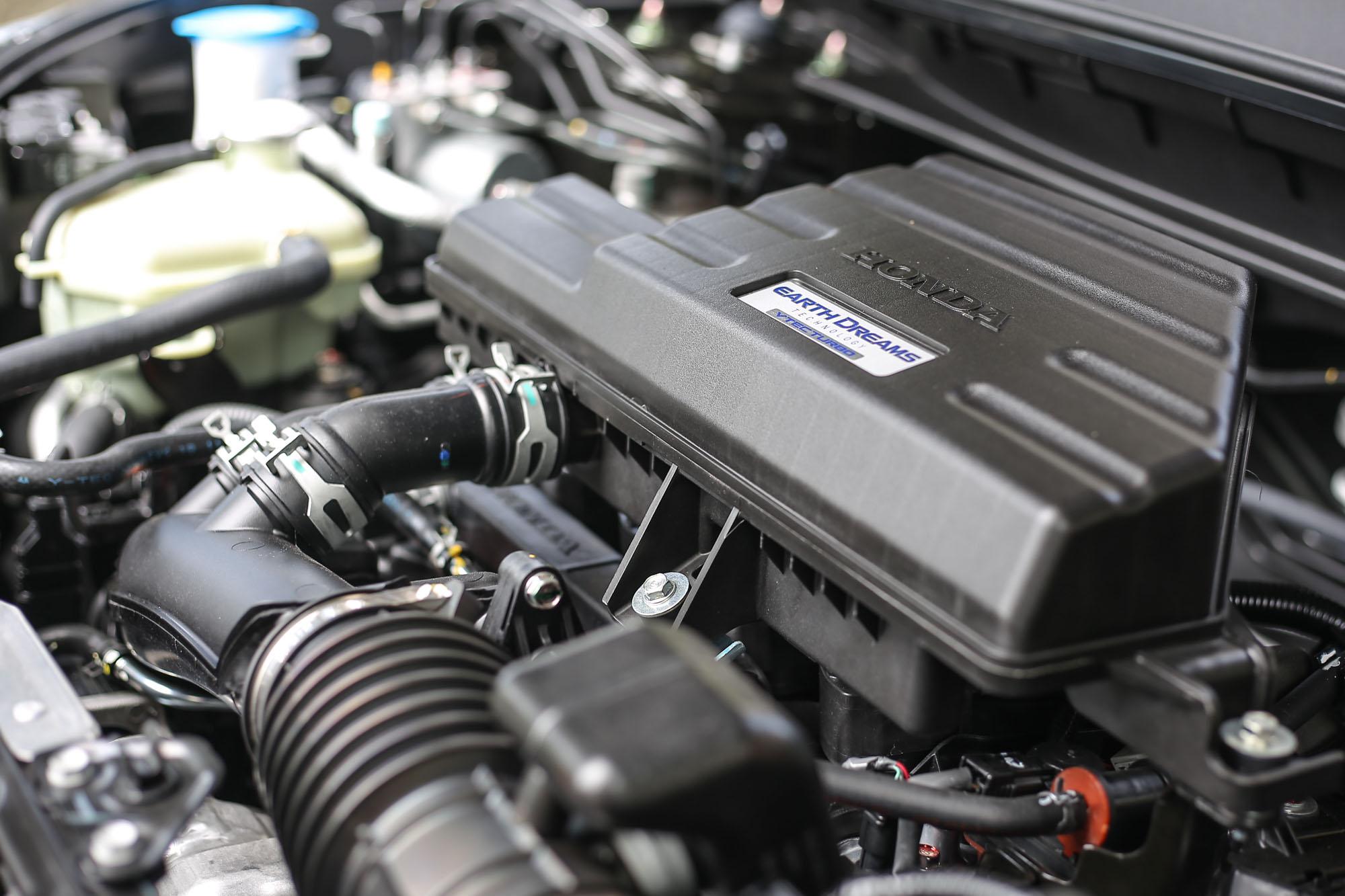 CR-V 搭載 1.5 升渦輪增壓直列四缸汽油引擎,具備 193ps/5600rpm 最大馬力與 24.8kgm/2000~5000rpm 最大扭力。