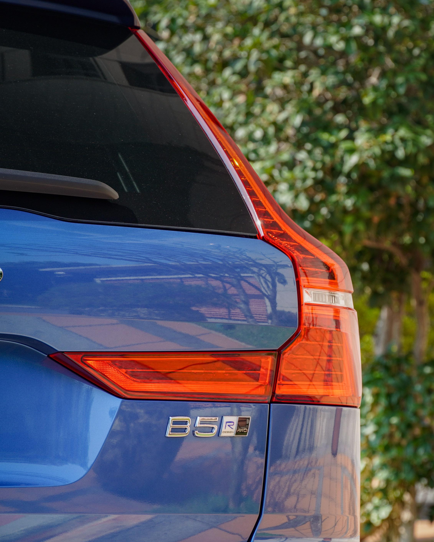 搭載輕油電系統的 Volvo 車型以「B」為開頭。