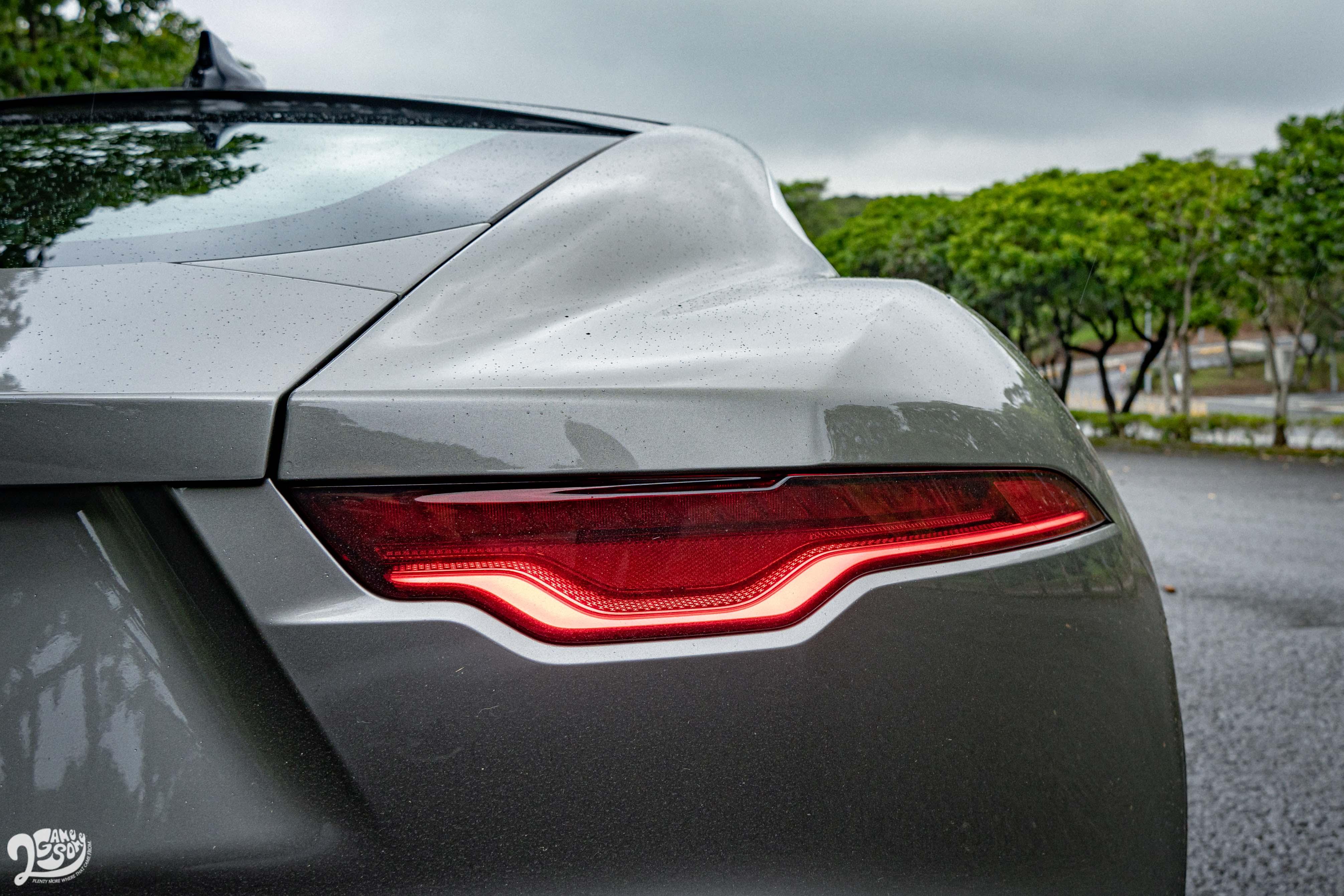 更具銳角的尾燈造型與頭燈相呼應。