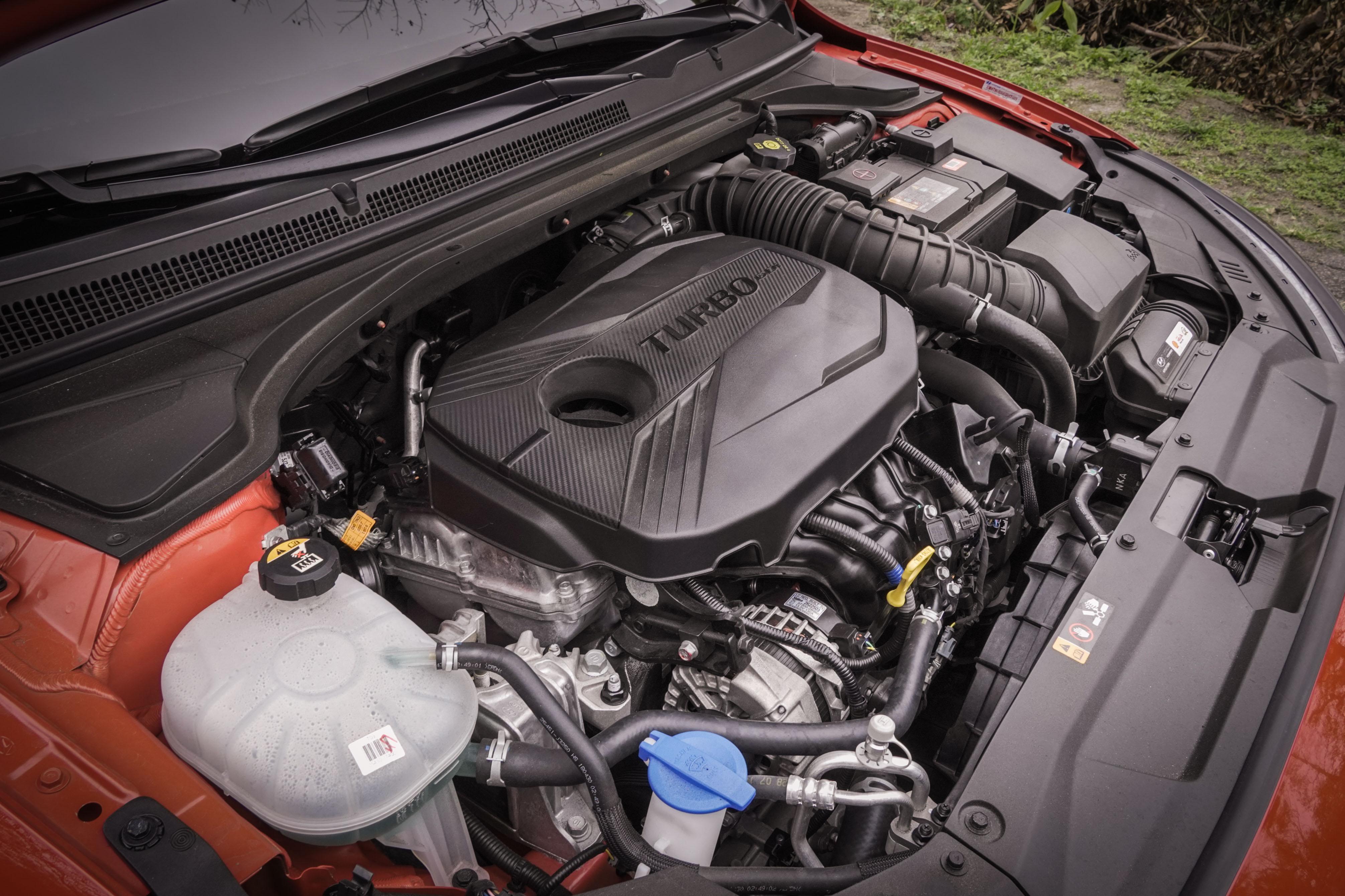 Veloster 動力源自於 1.6 升直四渦輪,採用 GDi 缸內直噴技術及電子洩壓閥。