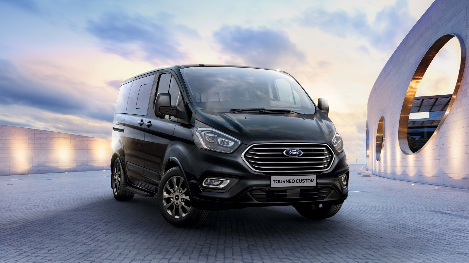 Ford Tourneo Custom 八/九人座商旅 Co-Pilot360 上身,146.9 萬起