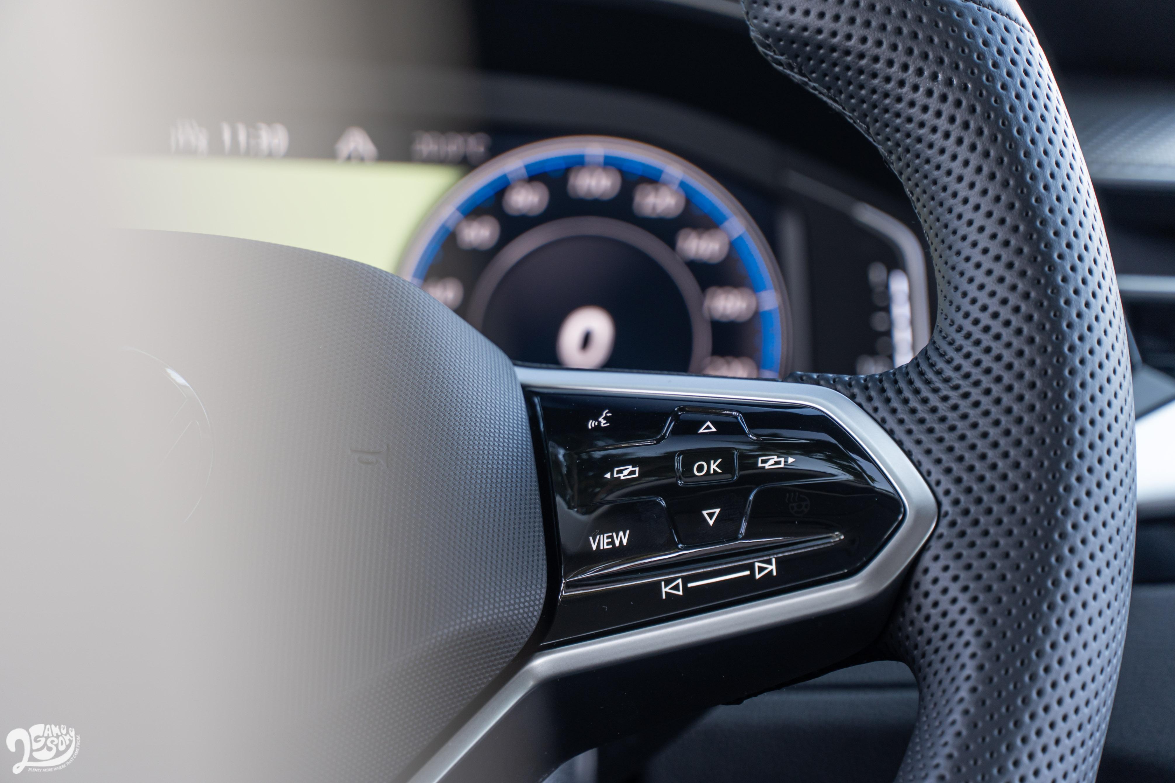 方向盤功能觸控設計不僅展現科技度,操作邏輯上也挺清楚易懂。