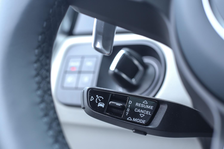 試駕車型額外選配多樣 ADAS 先進主動安全系統,包含智慧巡航系統、變換車道輔助系統、車道維持輔助系統等。