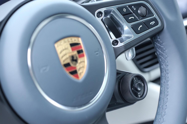 方向盤四點位置同樣配備駕駛模式切換器。