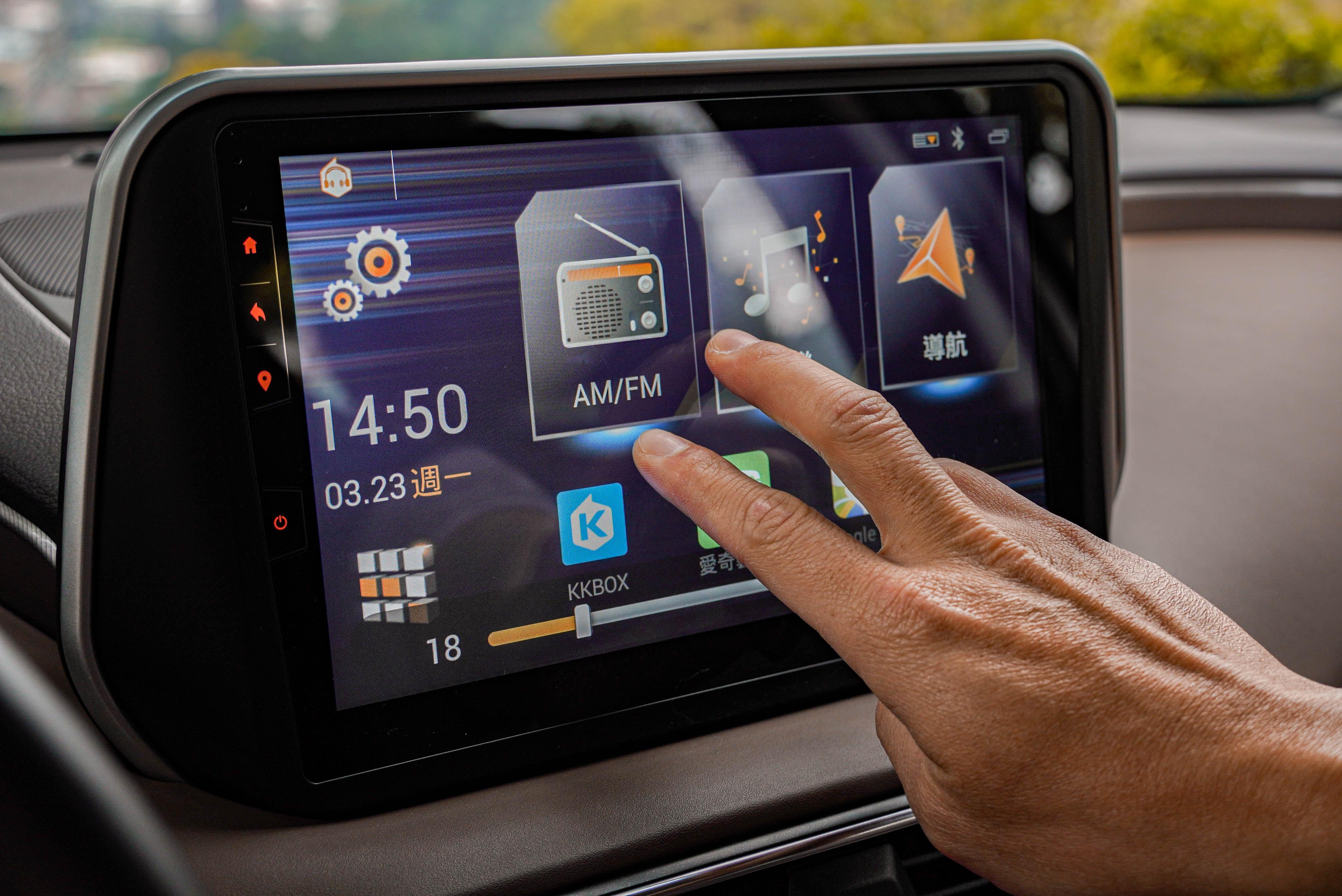 內建手勢控制,兩指左右移動可調整音量。