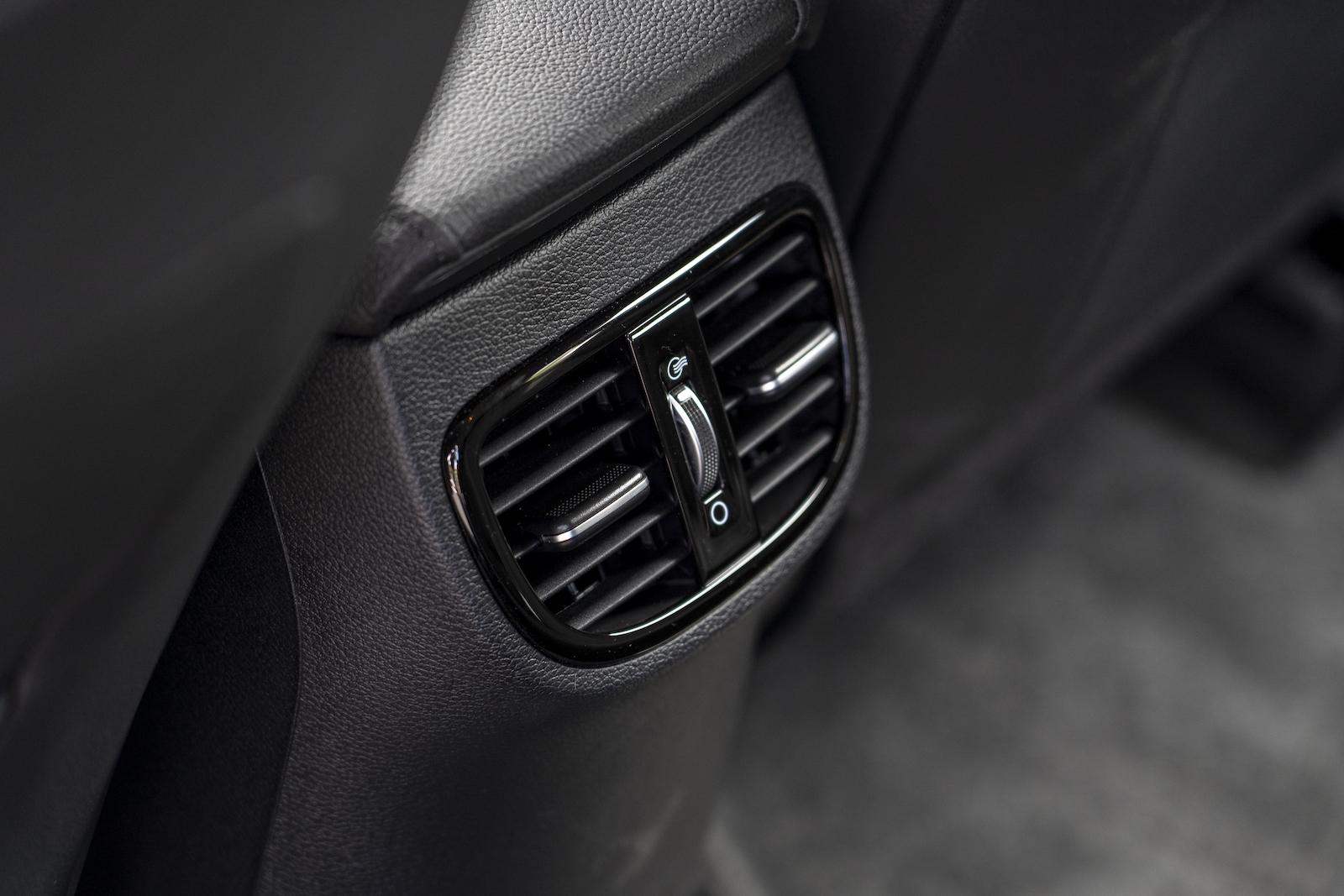 後座出風口的設計在旅行車上得以達到冷房更加快速的效果。