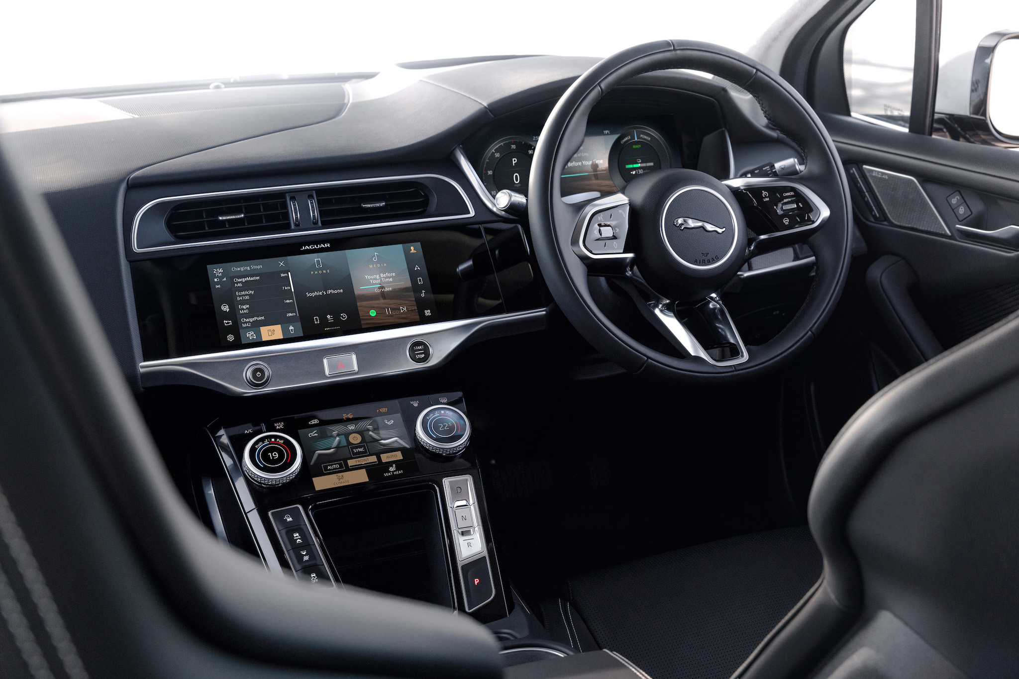 2021 年式 I-Pace 是 Jaguar 品牌首款搭載 JLR 集團最新的Pivi Pro 資訊娛樂系統。