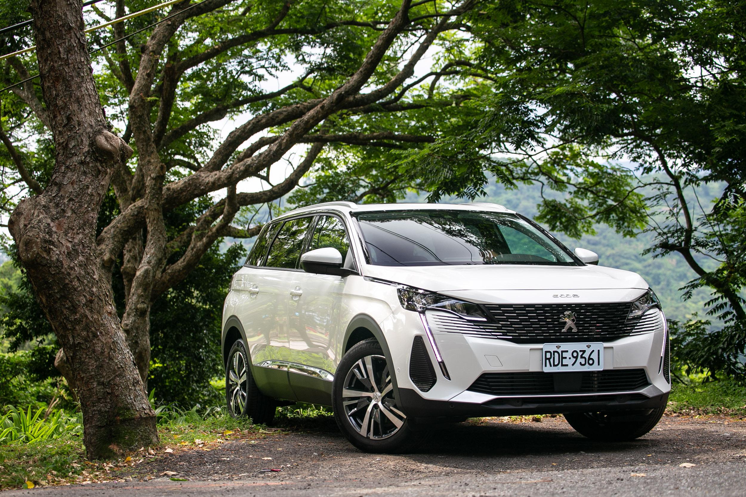 試駕車款為 Peugeot 5008 1.5L BlueHDi Allure 車型,售價為新台幣 154.9 萬元。