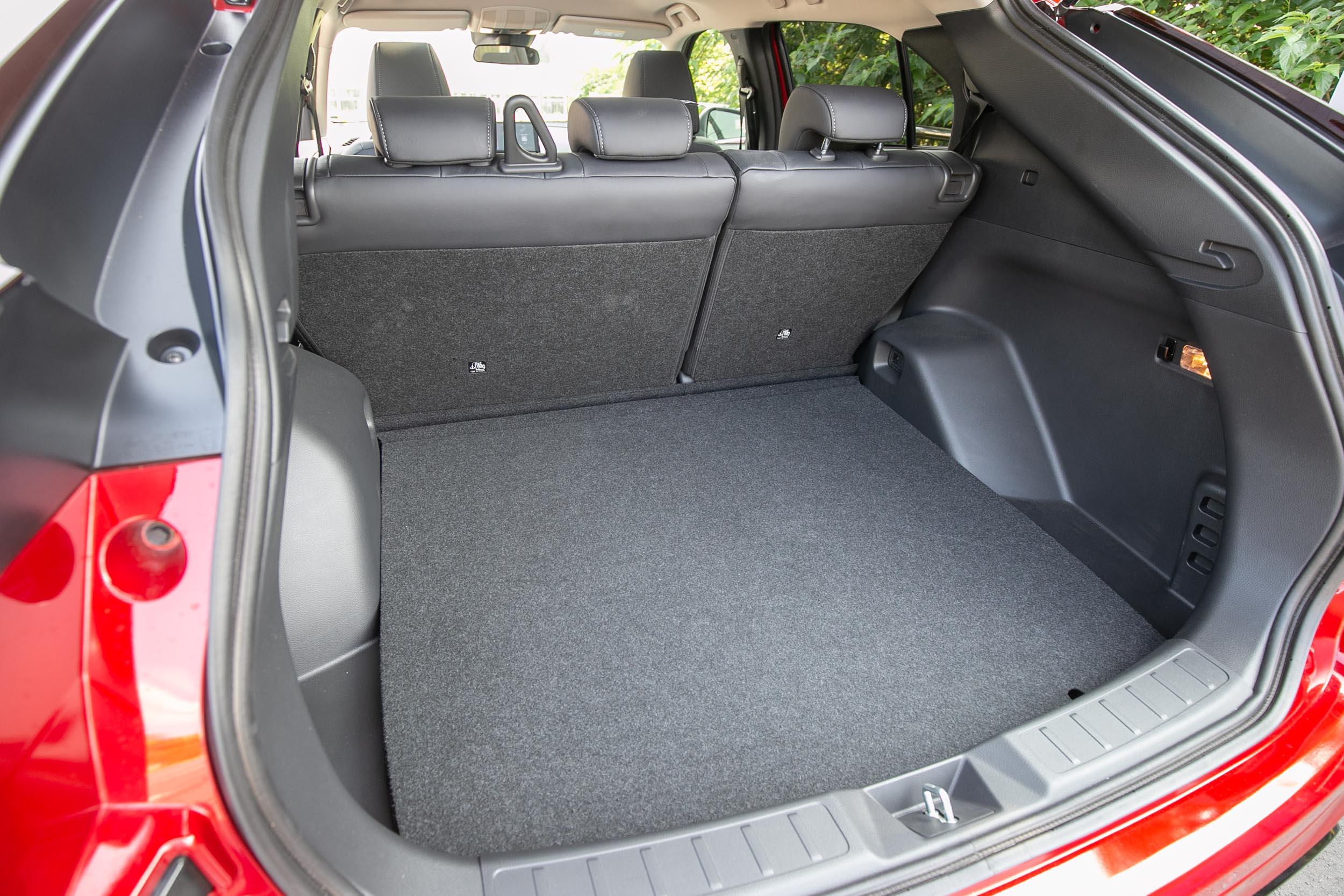 過去最大448公升的後廂置物容積,小改款後擴增至512公升。