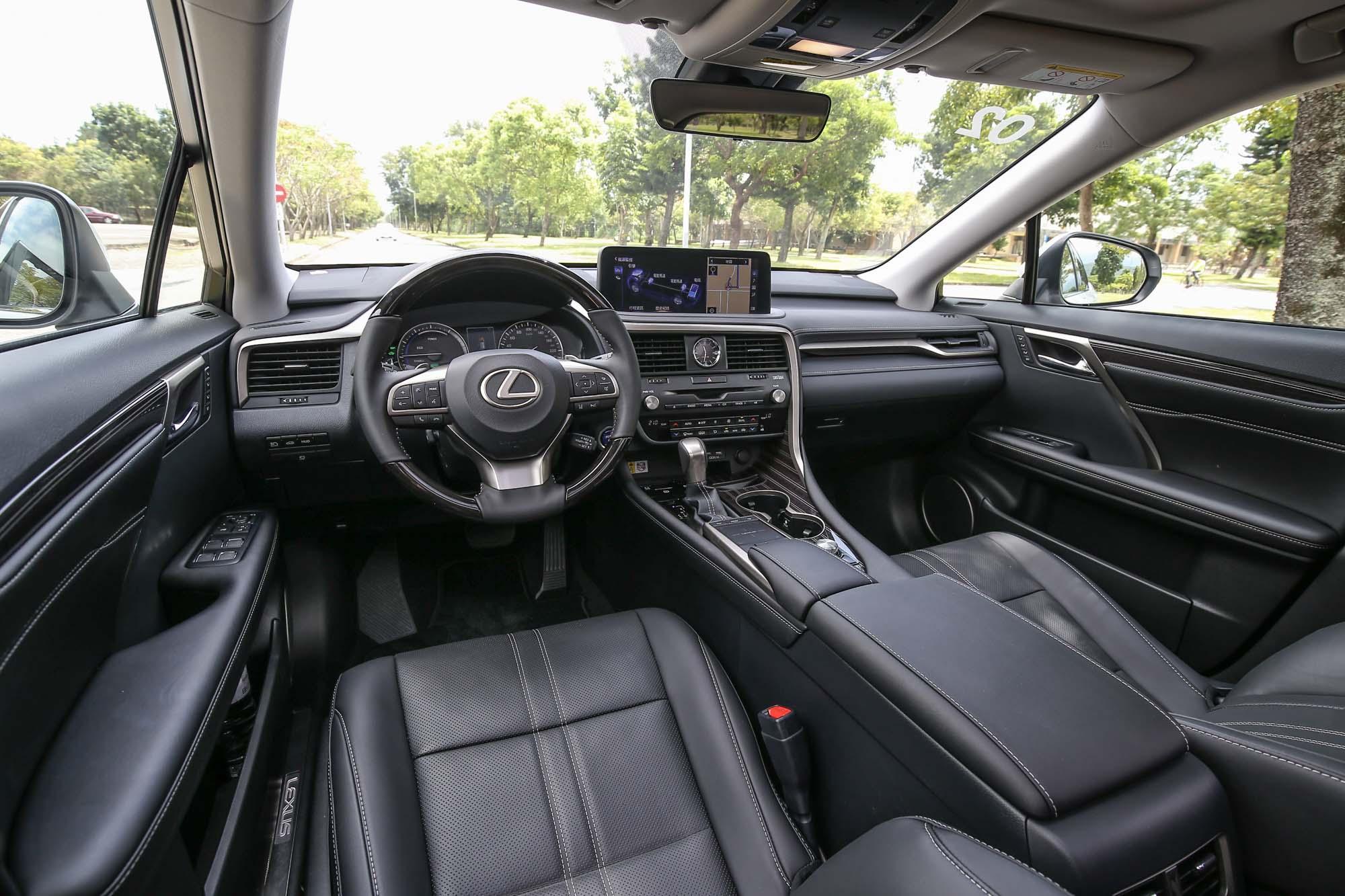 如同外觀一樣,座艙內的改款幅度也不大,僅針對細節加以調整。