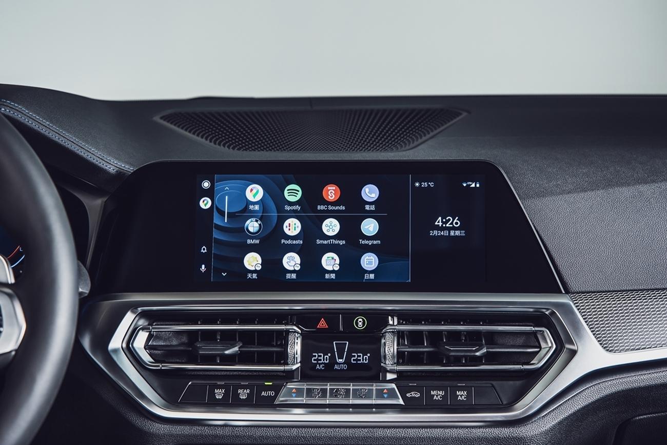 330i M Sport Midnight Edition夜型版配無線智慧型手機整合系統(含Apple CarPlay與Android Auto)。