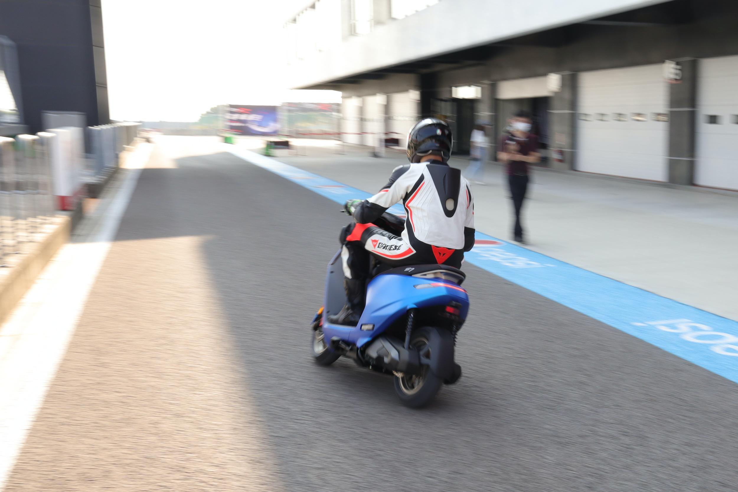 柯勝峯在國外期間曾接受過專業重機訓練機構的騎乘課程。
