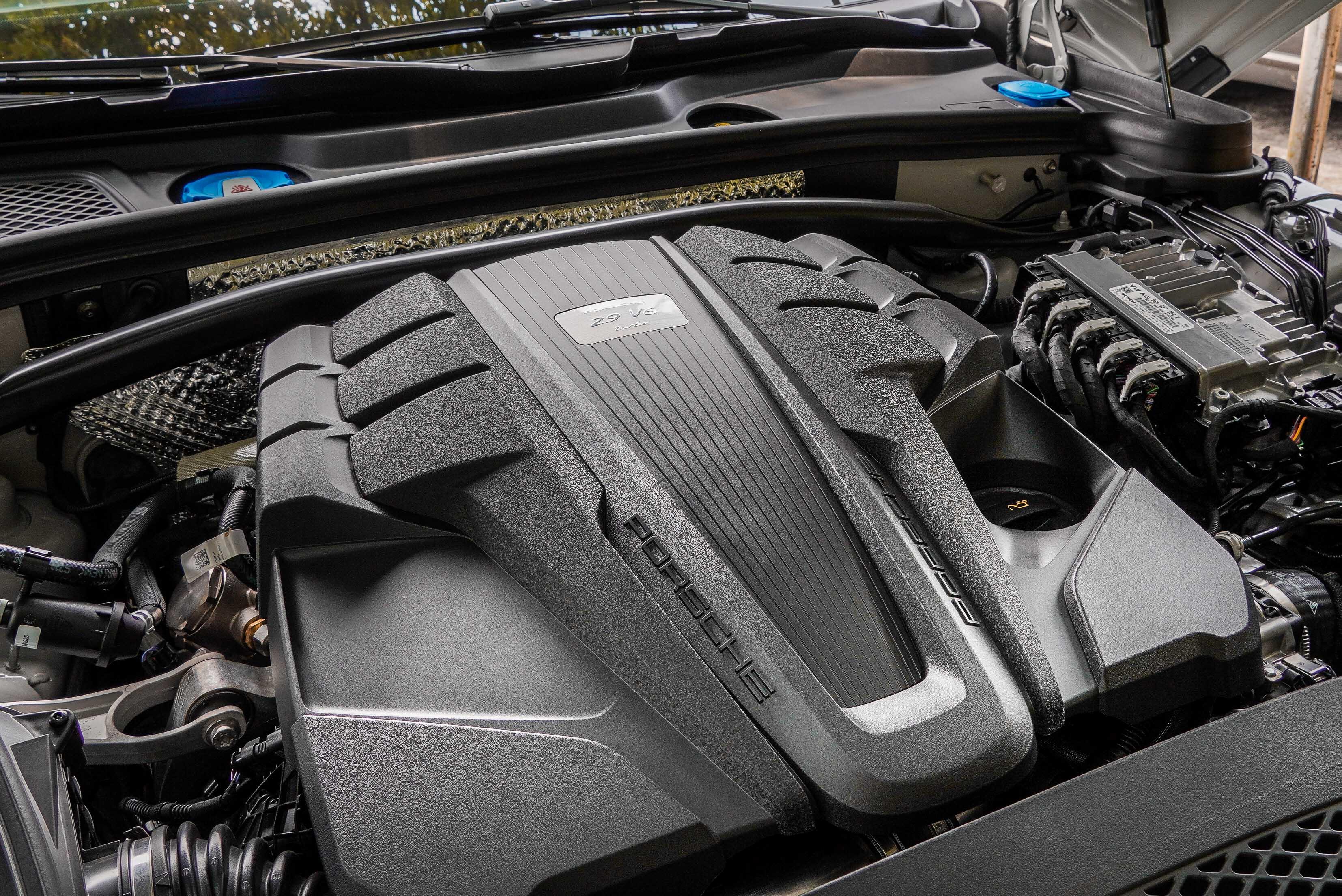 V6 雙渦輪增壓引擎創造 440 PS、550 Nm 的動力輸出,基本能夠在 4.5 秒內完成 0-100 km/h 加速。