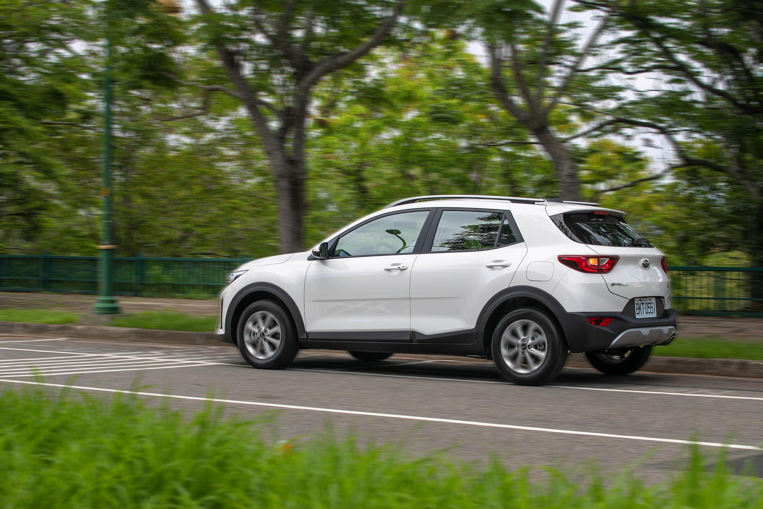 紮實且適合台灣路況的底盤設定,以及優異的車身鋼性,是Stonic 規格表上看不到的優點。