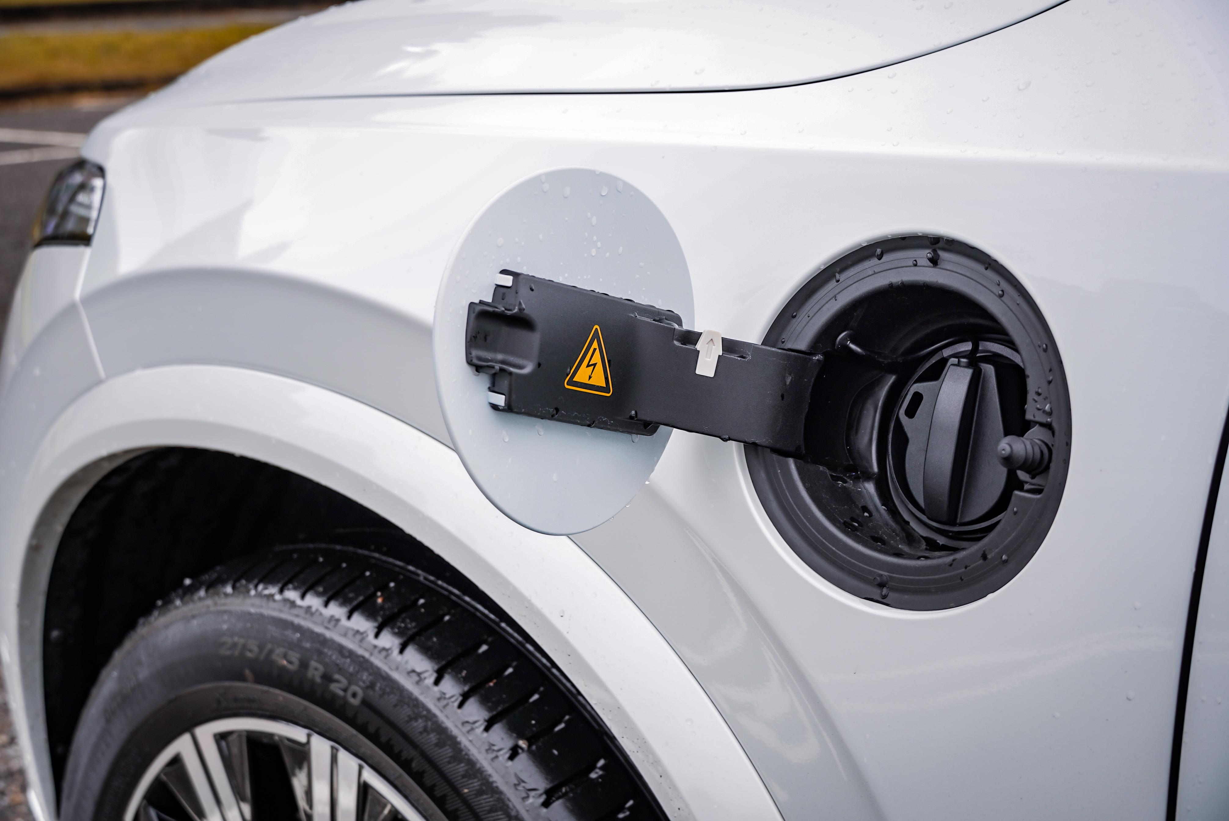PHEV 車型代表可以停放於電動車格。
