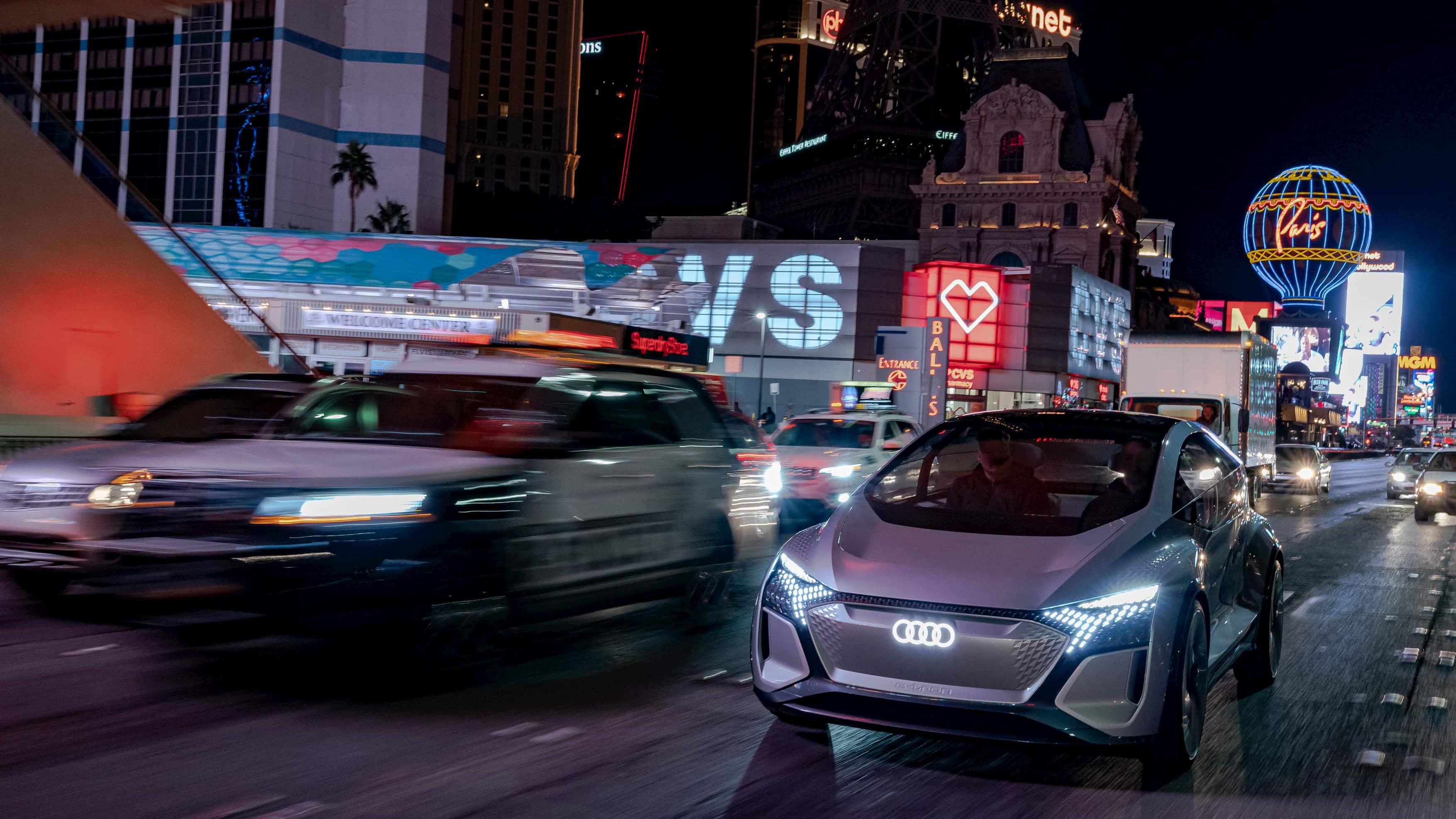 Audi 於 CES 展出 Q4 e-tron、AI:ME 概念車,聯手三星打造混合實境 HUD