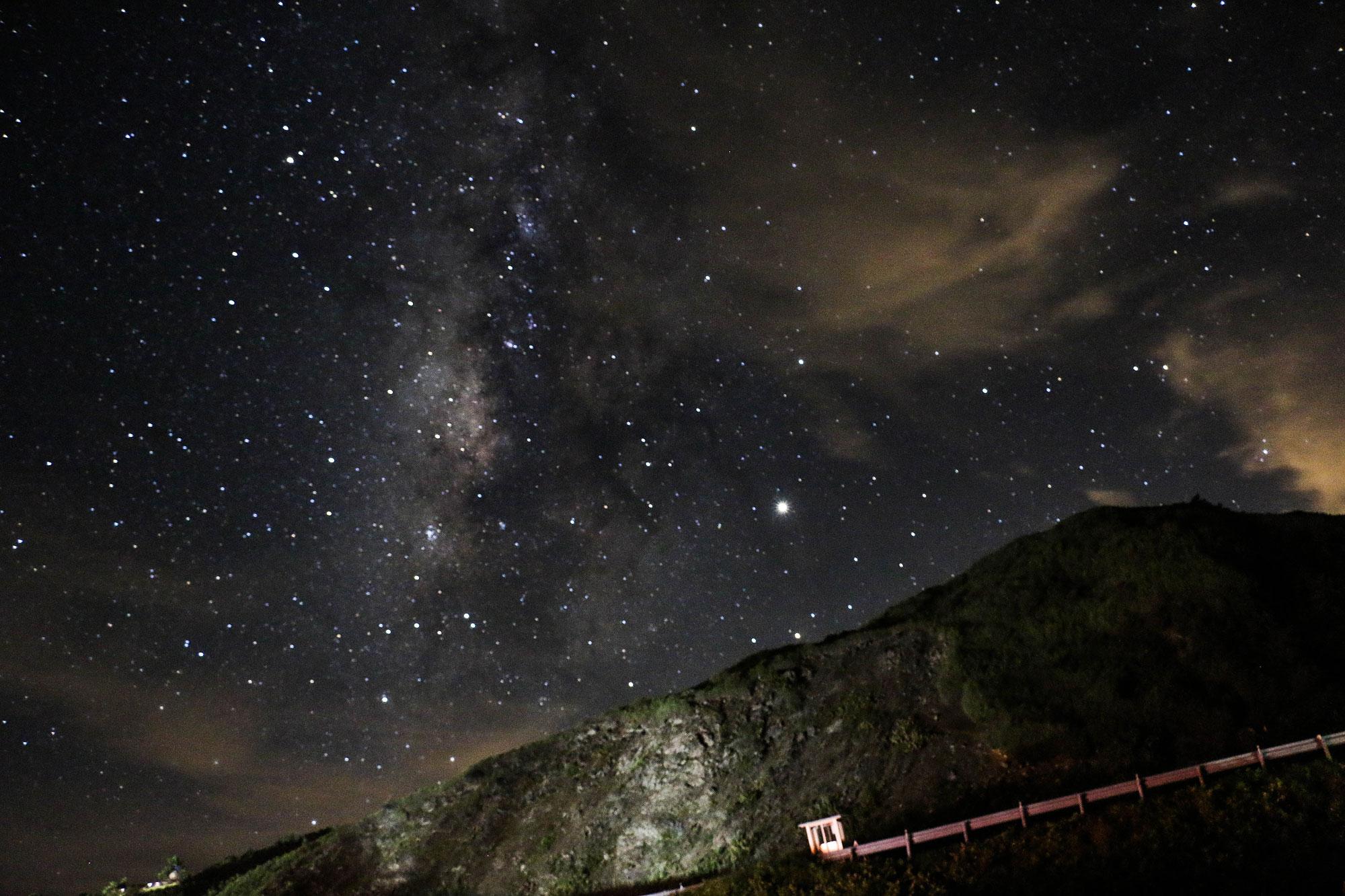 夏季的銀河,還有海拔超過三千公尺的高度,構成了最消暑的組合。