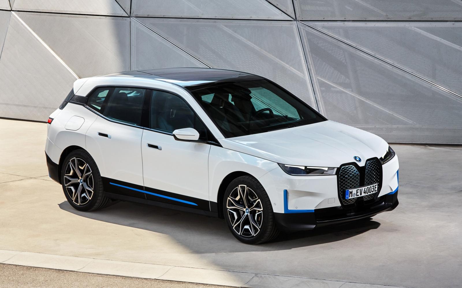 316 萬元起!BMW 全新純電休旅 iX 正式預售