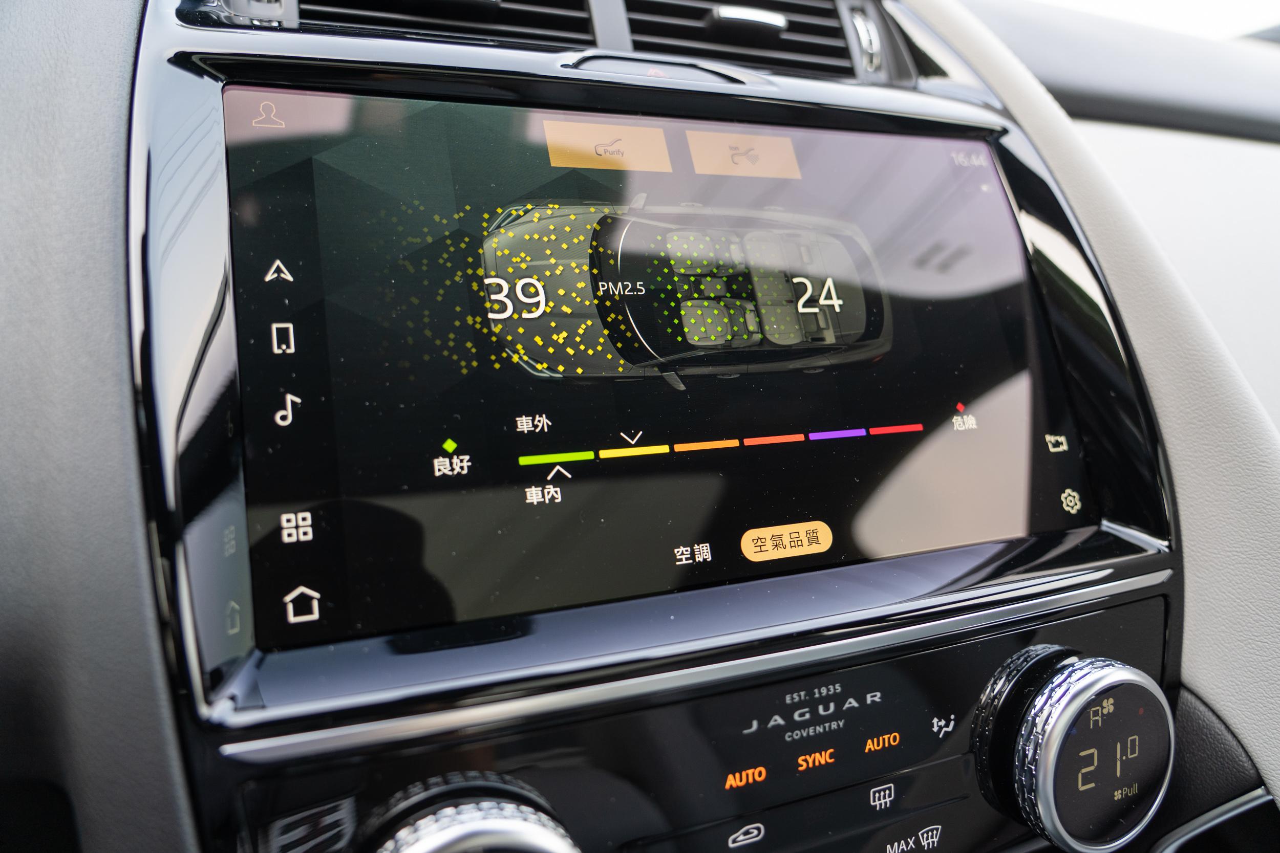 車室空氣濾清系統含 PM2.5 懸浮微粒過濾功能需要加價 16,300 元。
