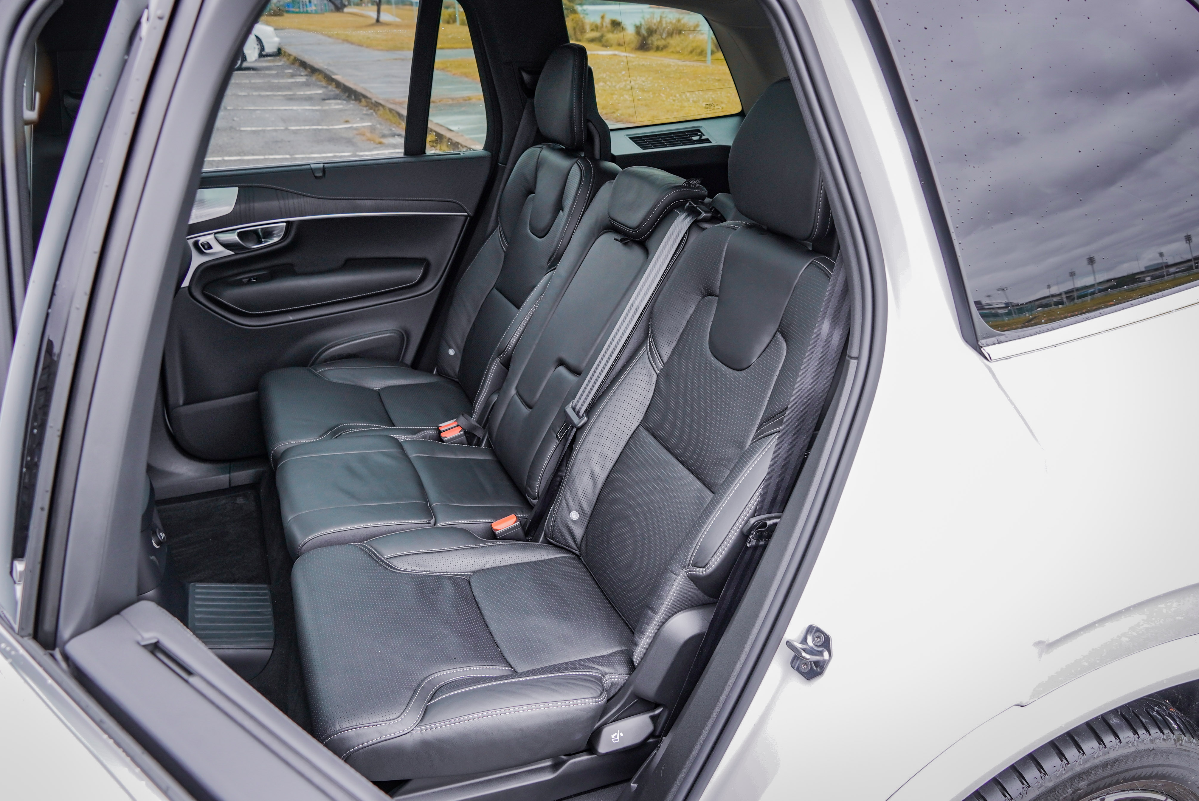 後排座椅有著接近獨立座椅的乘坐舒適。