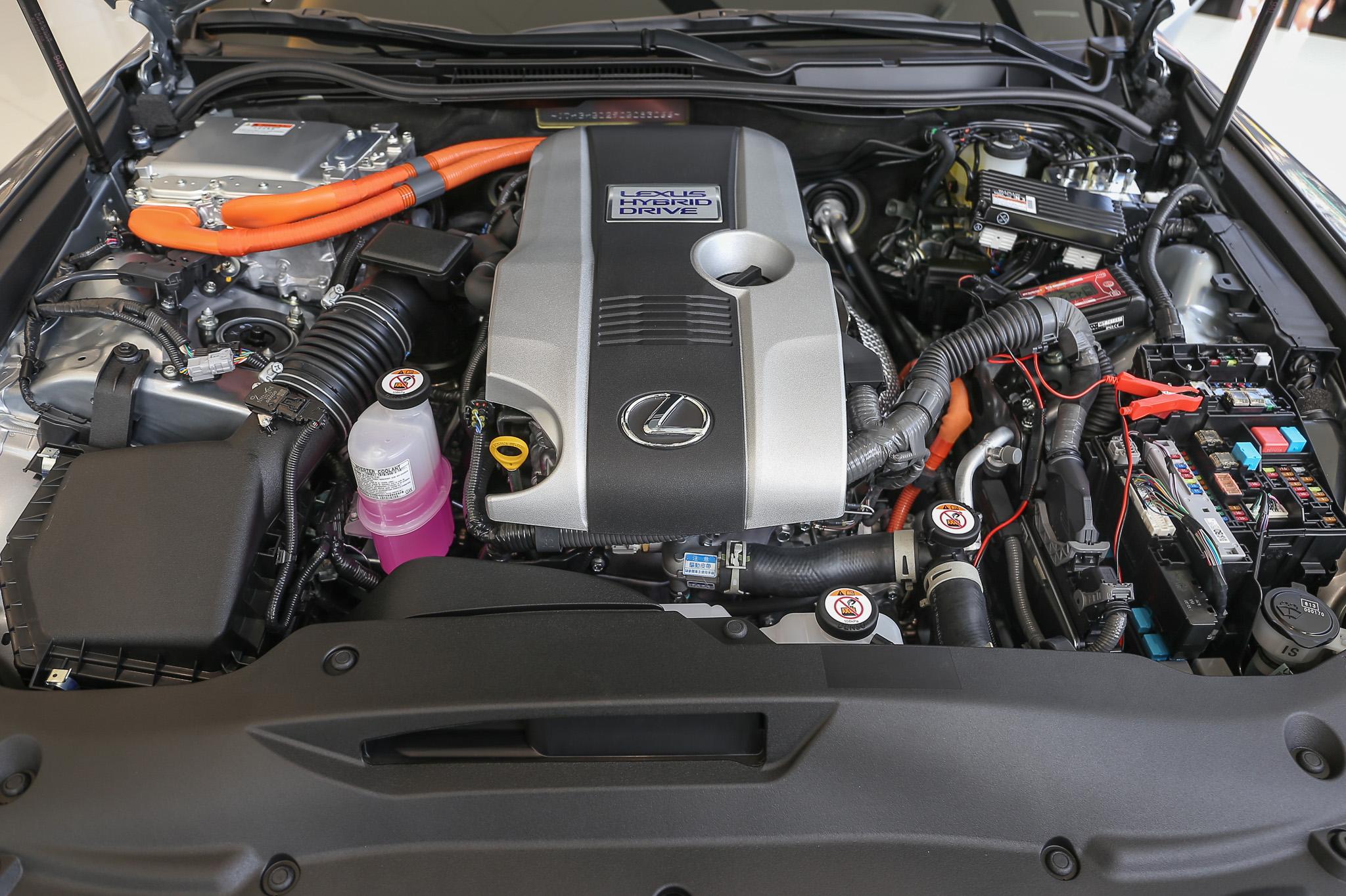 油電動力系統以 2.5 升自然進氣汽油引擎為基礎,最大綜效馬力為 223 ps。