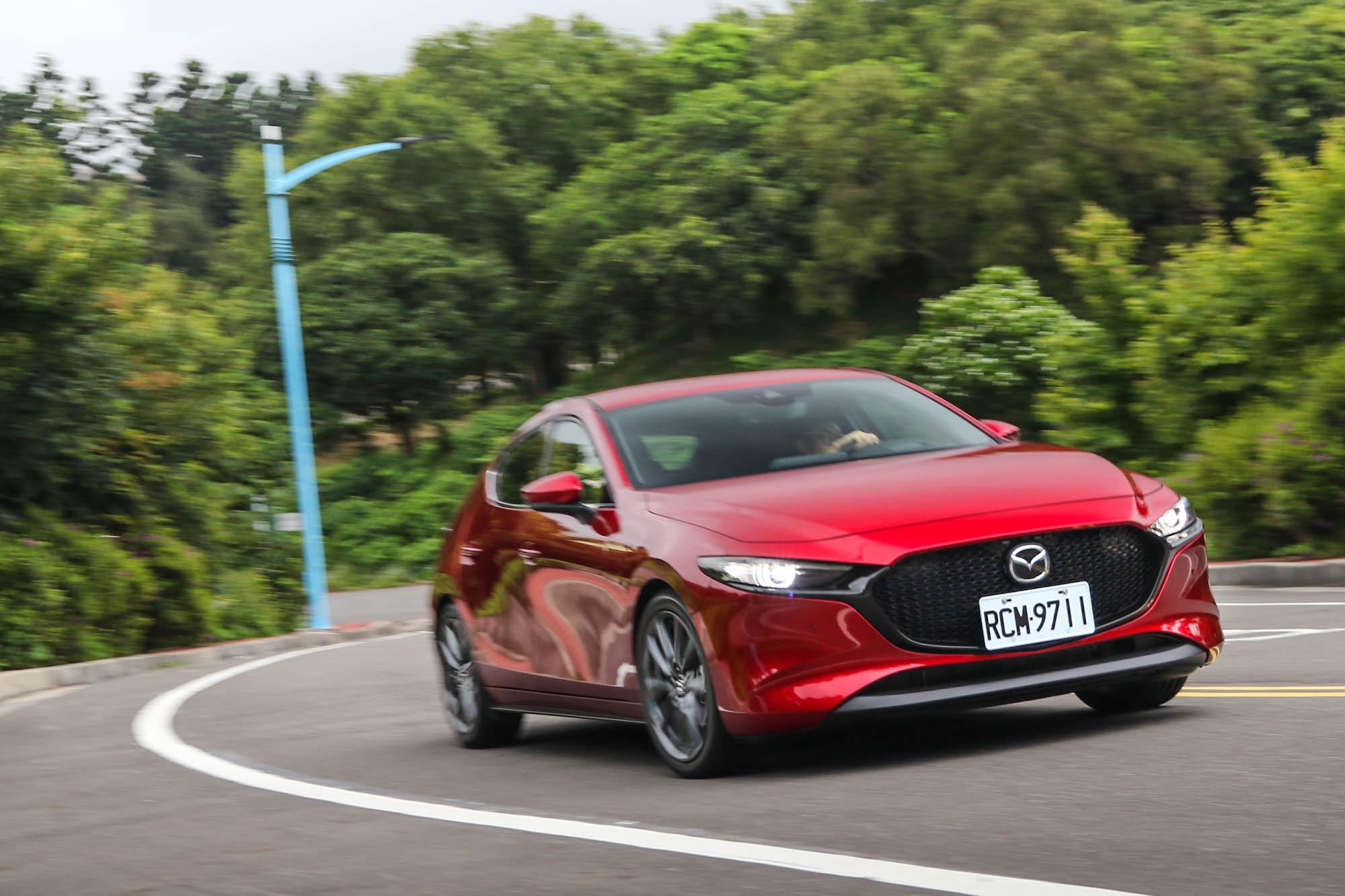 斯文平順的動態駕馭感受,是 Mazda3 最大的特色,雖然開起來不夠熱血,但自然的回饋,卻是長時間相處的好夥伴。