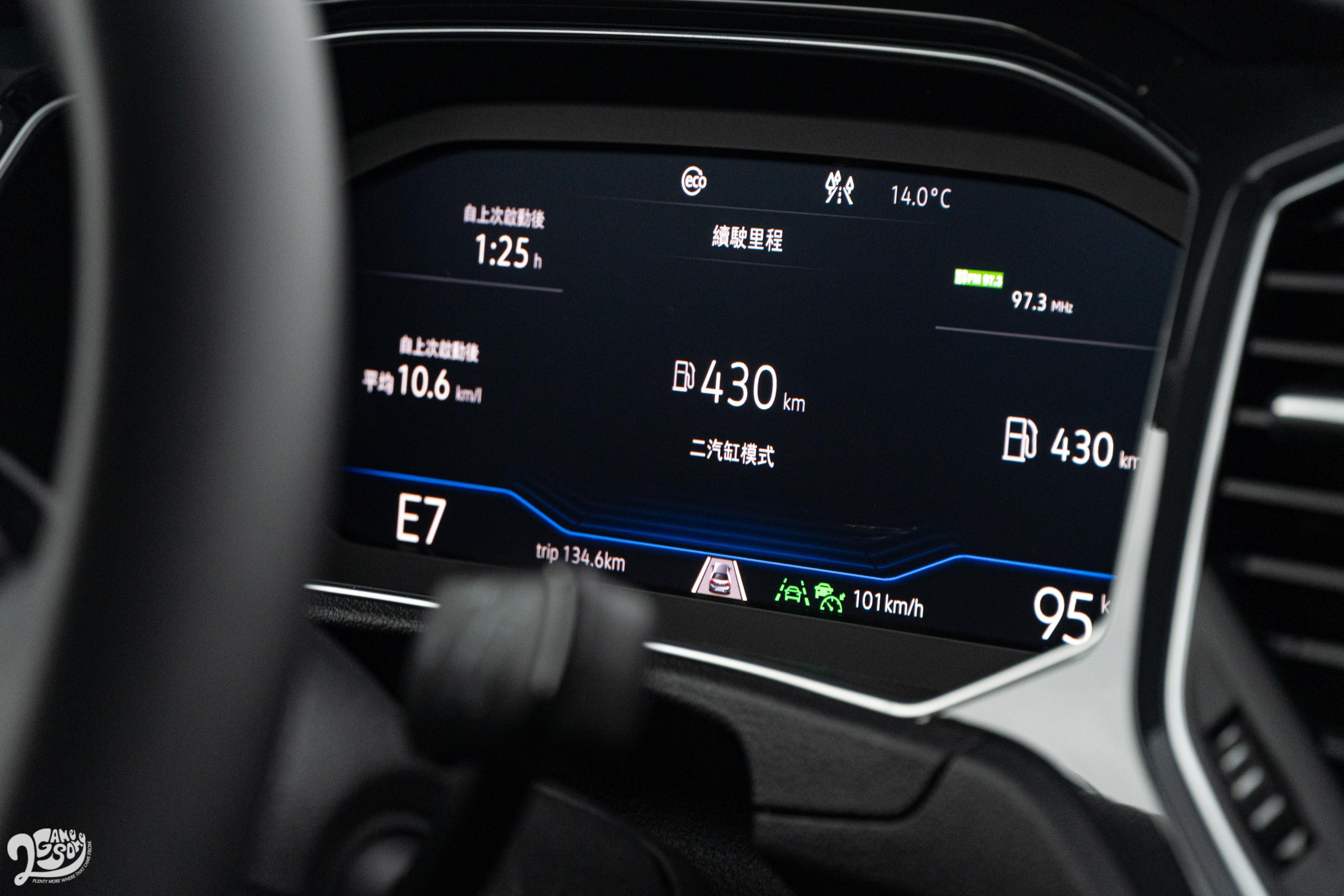 從此圖可以看見此動力系統具備 ACT 主動式汽缸休止管理系統,讓其平均油耗可以達到 16.3km/L 的優異成績。此外也配備有 IQ-Drive 智能駕駛輔助系統,像是熟悉的 ACC、AEB、RTA 等系統都皆備,但還不到 Levle 2 半自動駕駛輔助等級。