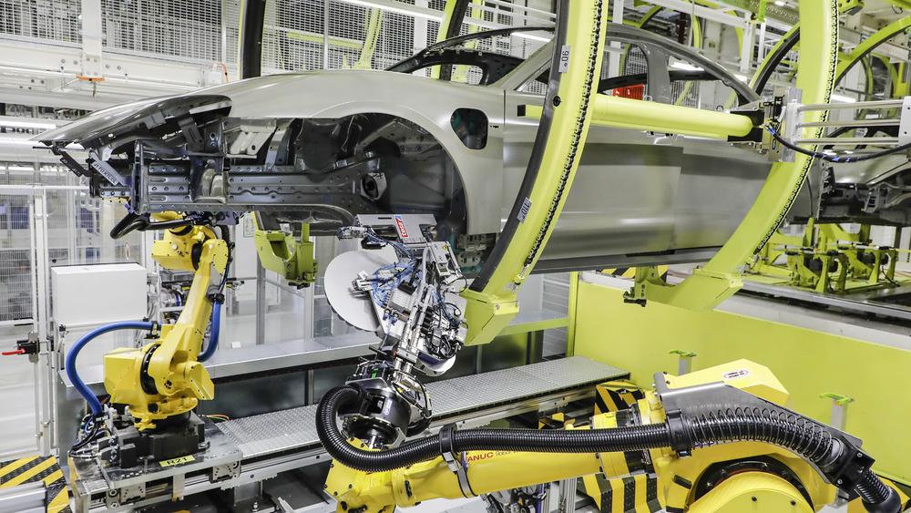 Taycan 硬知識:保時捷創新車身防蝕技術 提升 Taycan 製程效能