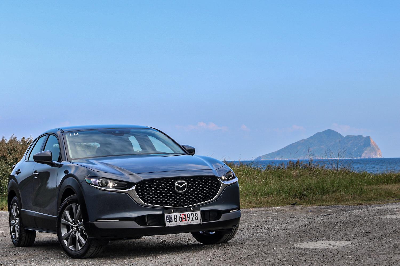 Mazda CX-30 提供四車型:尊榮、頂級、旗艦、旗艦進化(試駕車),售價分別為 89.9、96.9、102.9、109.9 萬元。