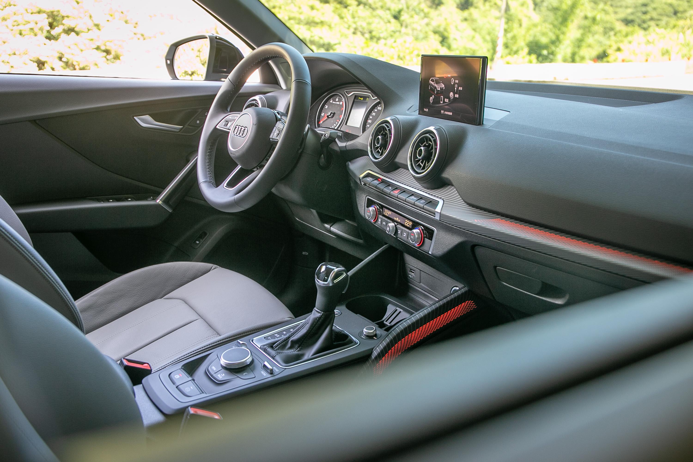 座艙內造型與改款前差異不大,主要在飾板科技的升級。