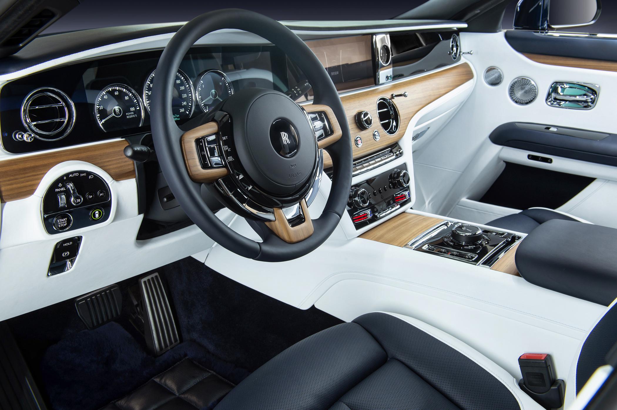 全新內裝設計,層峰客戶可完全打造自我風格的全新Ghost車室氛圍。