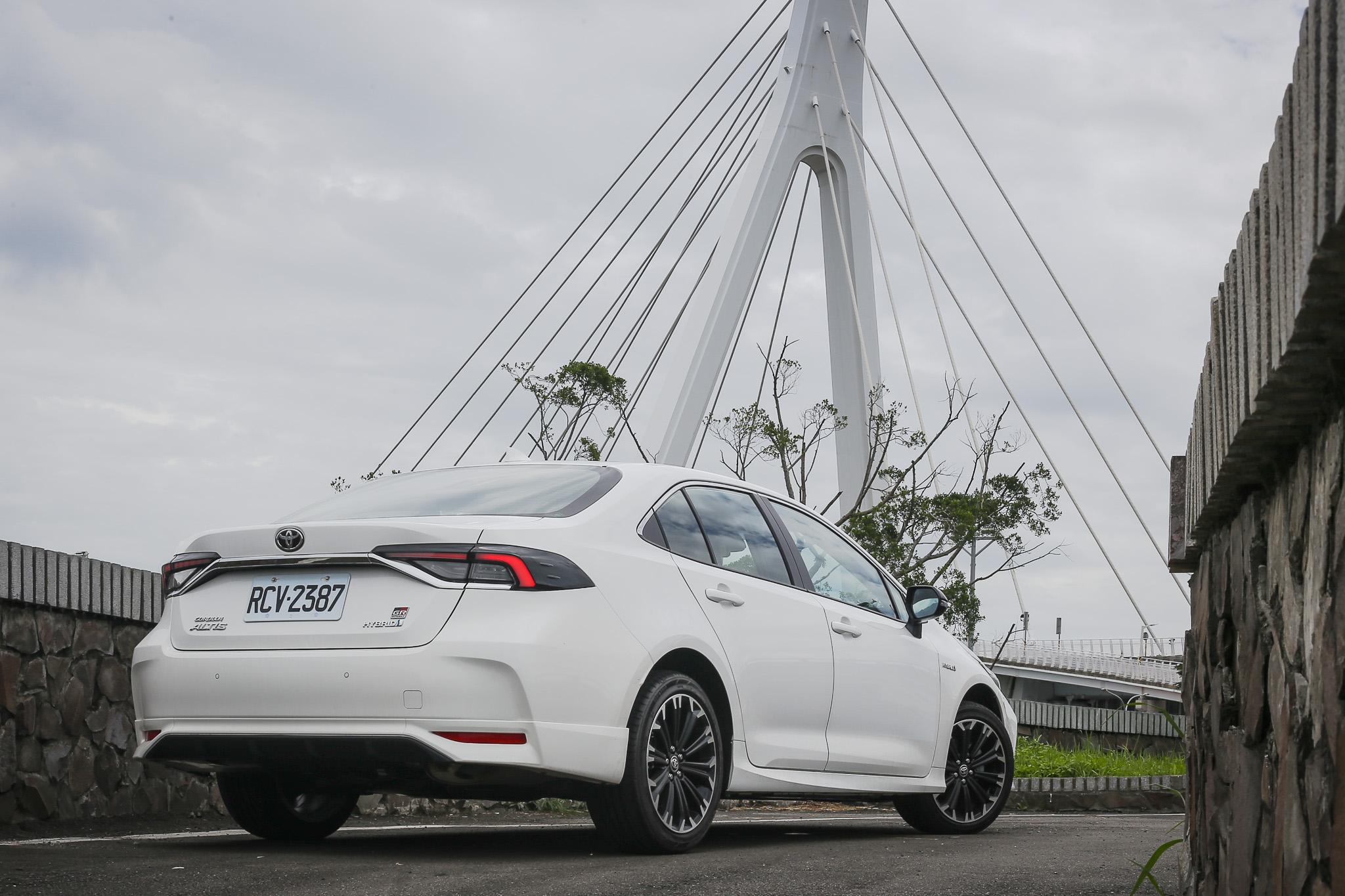 披上了性能外衣,Corolla Altis GR Sport  Hybrid 操駕表現如何?更是許多消費者關心的重點。