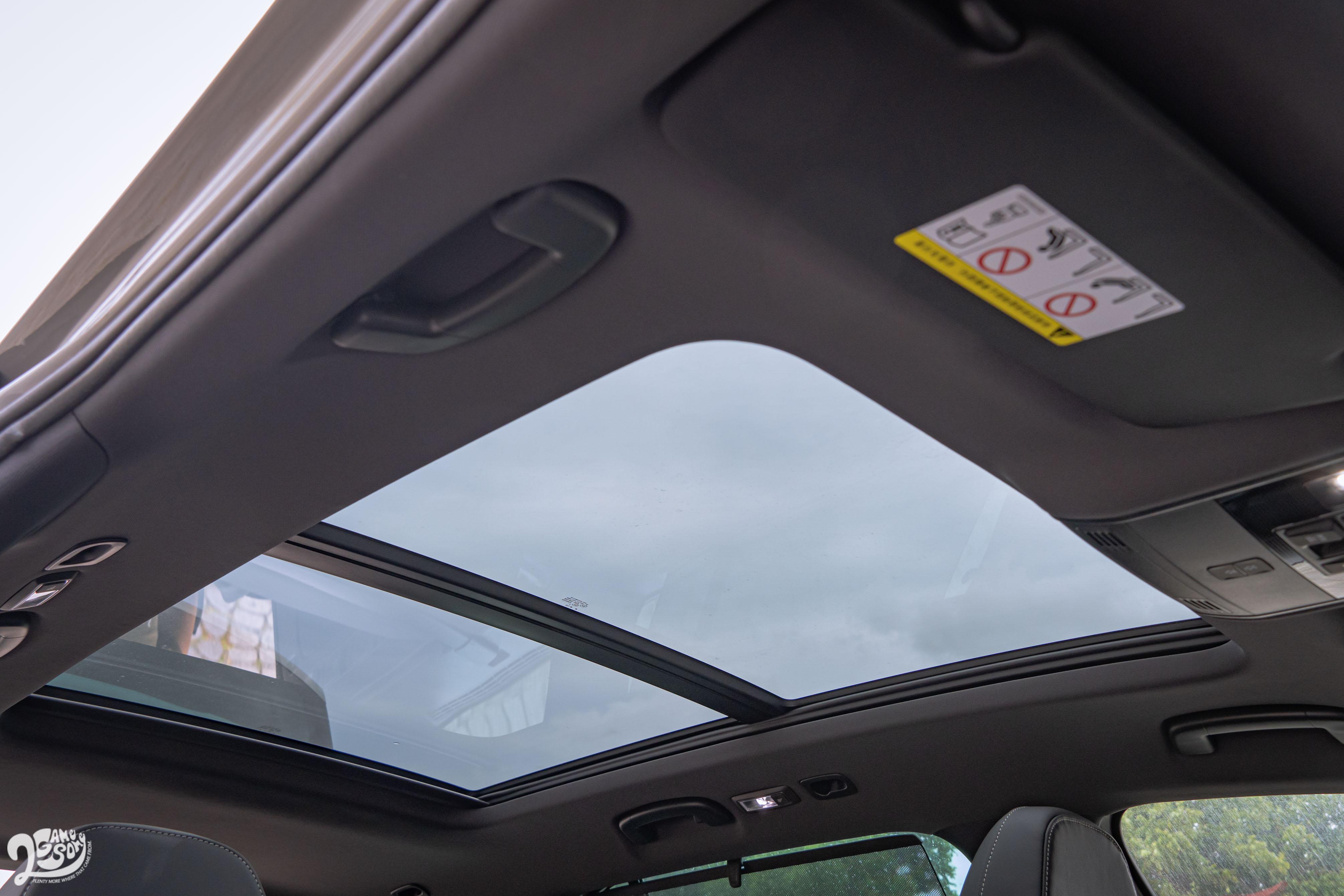 全景式電動玻璃天窗是 Sportline 以上標配。