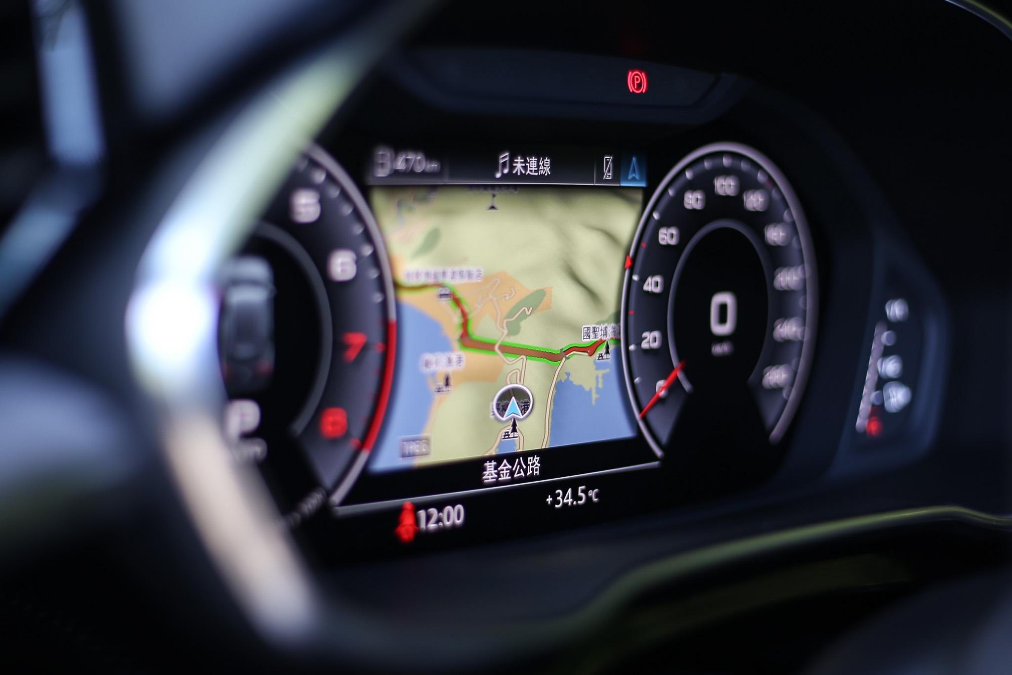 駕駛前的數位儀表板從10.25吋提升至12.3吋。