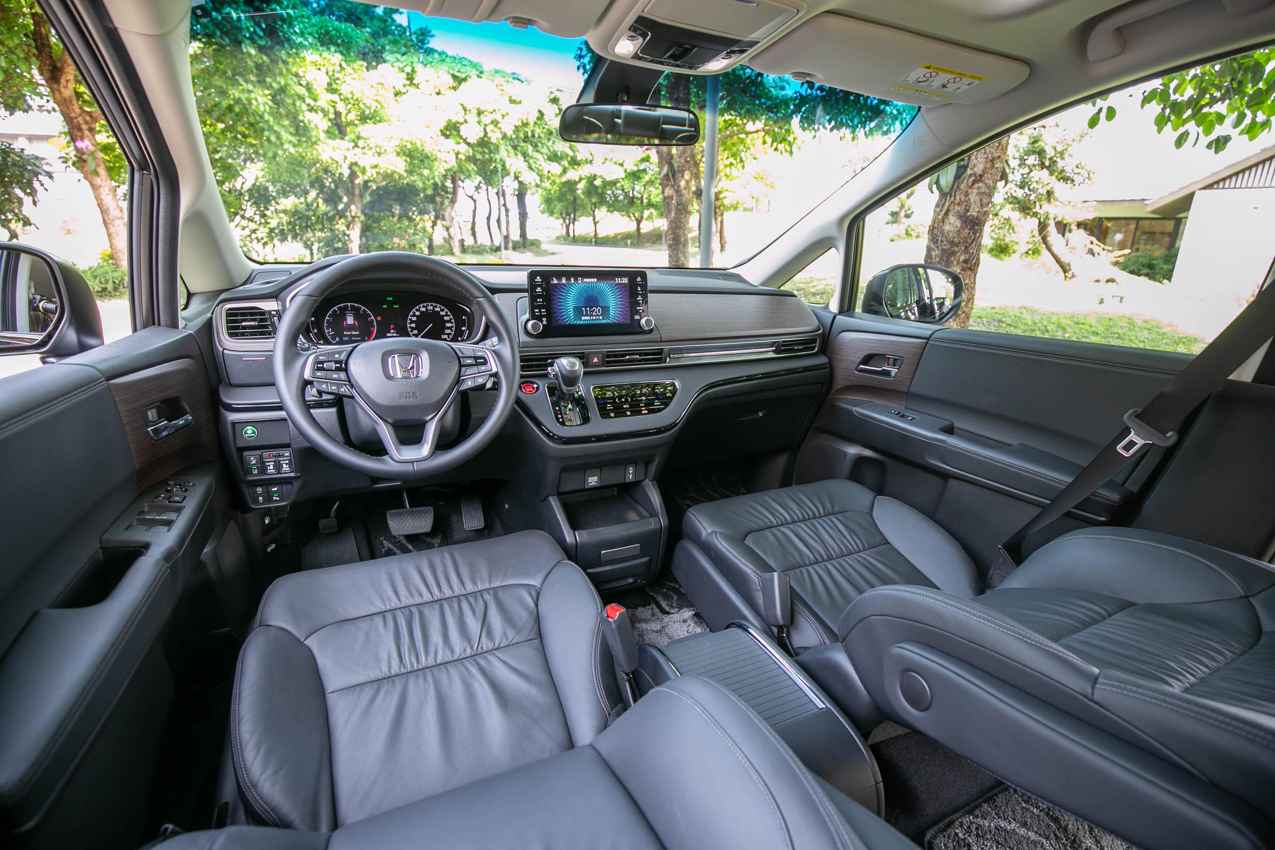 座艙透過設計面與用料材質的改變,讓整體質感與使用便利性更為提升。