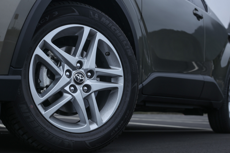 C-HR 全車系配備 17 吋輪圈。