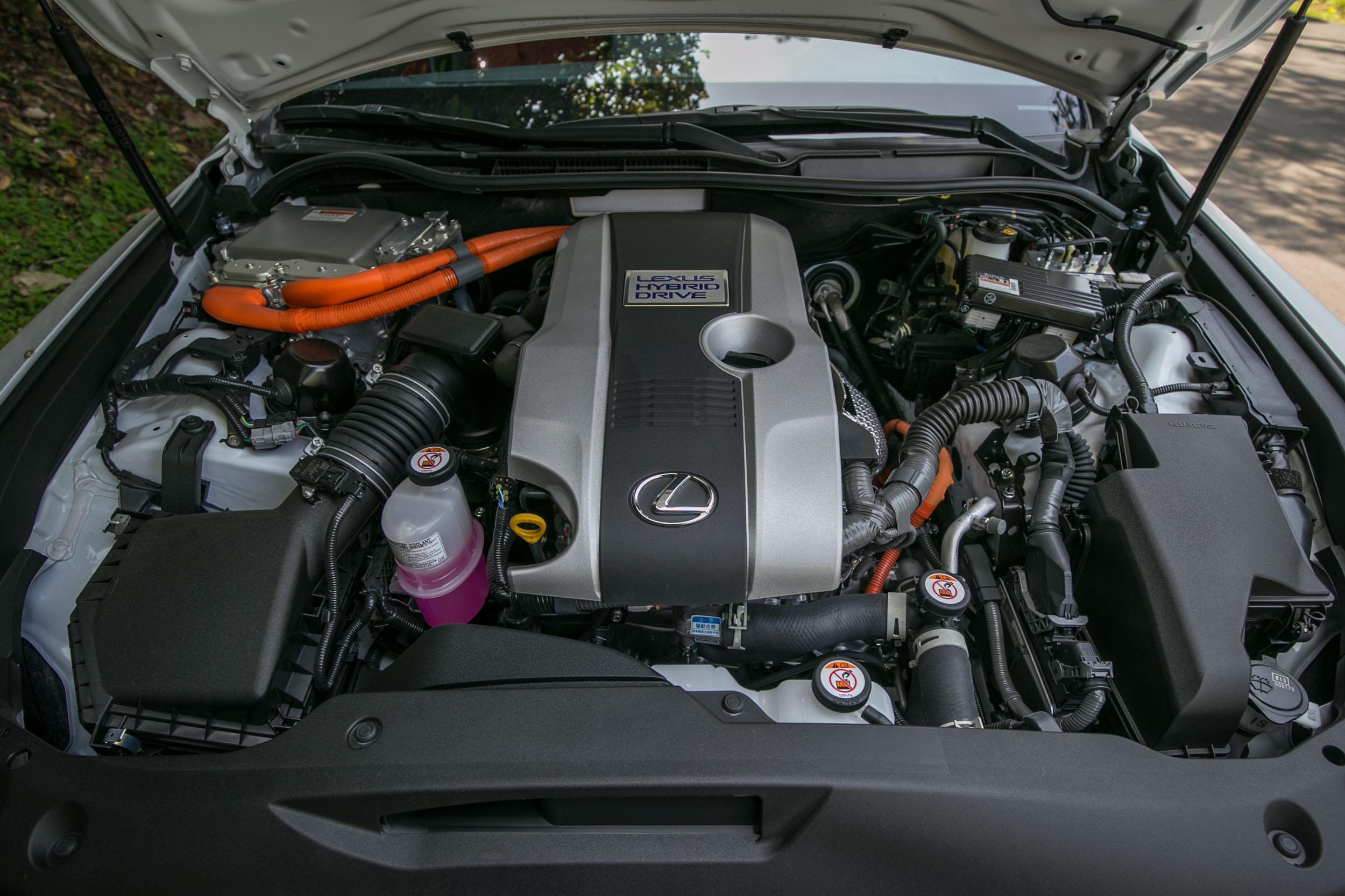 IS 300h F Sport搭載以 2.5 升汽油引擎為本體的油電動力系統,綜效輸出馬力為 223ps。