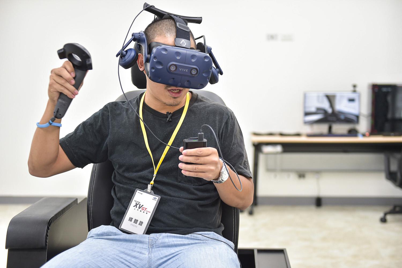 桃園中壢總部展演最新 AR&VR 實境賞車與模擬試乘設備。